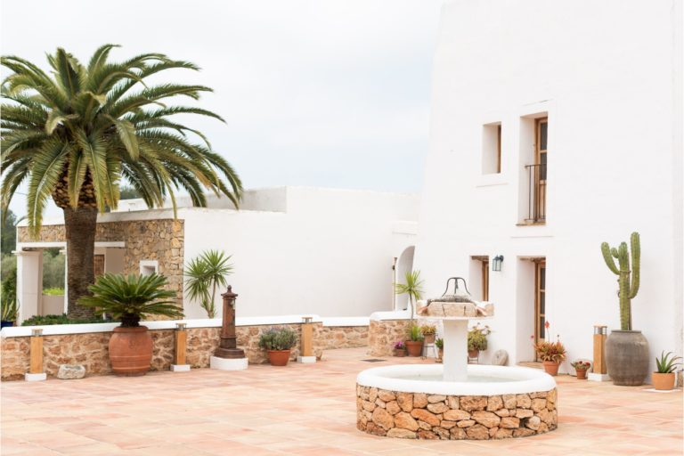white-ibiza-villas-casa-gertrudis-outdoors