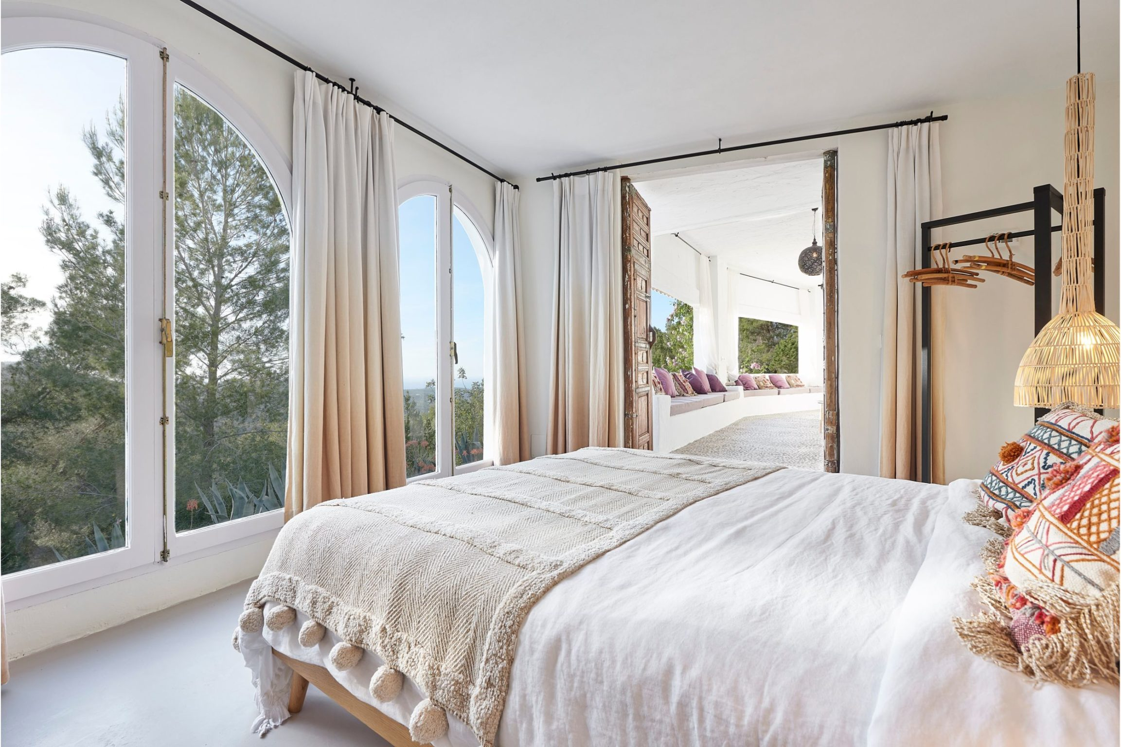 white-ibiza-villas-can-calma-bedroom