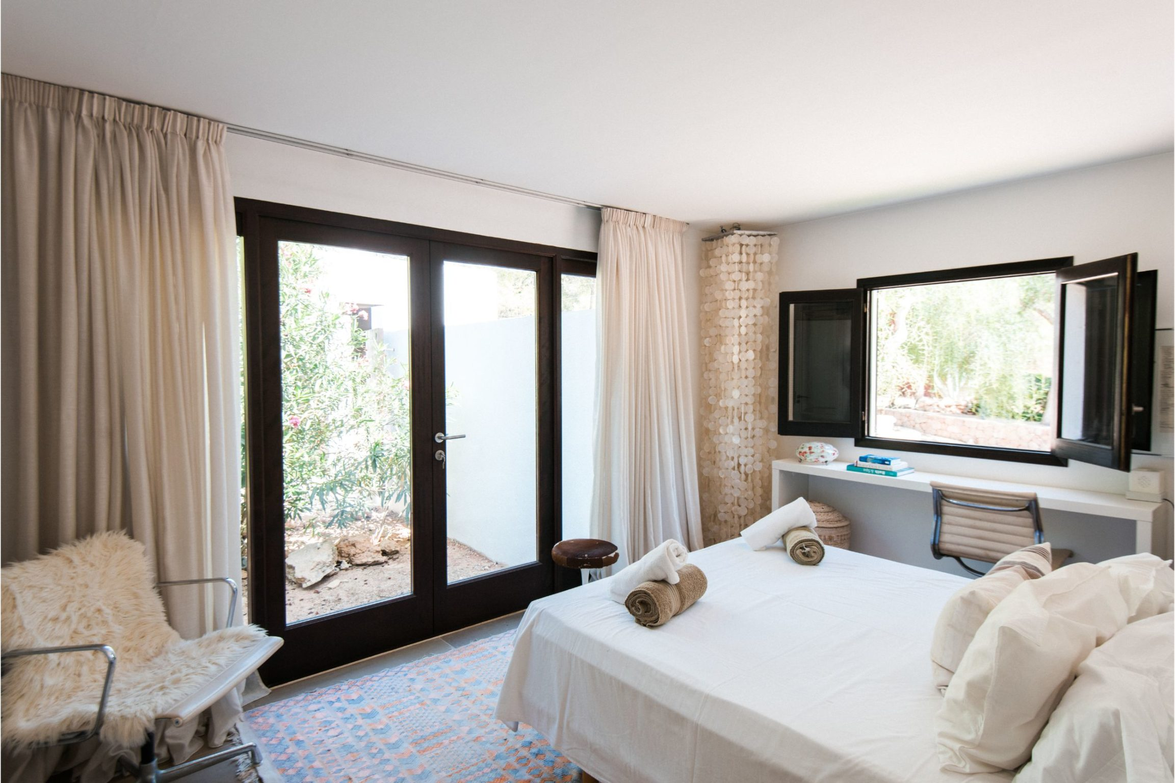 white-ibiza-villas-villa-vita-bedroom