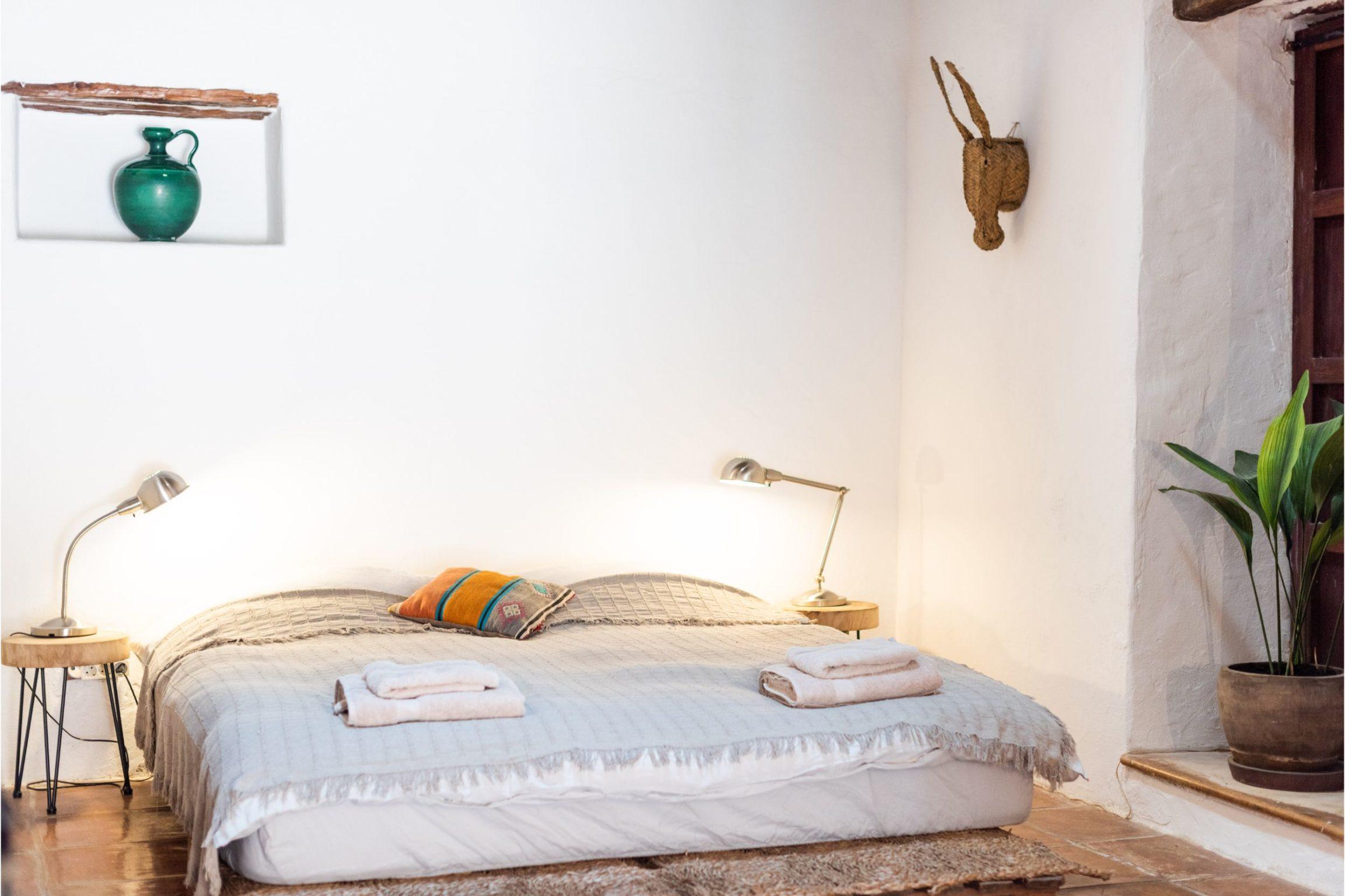 white-ibiza-villas-casa-gertrudis-bedroom