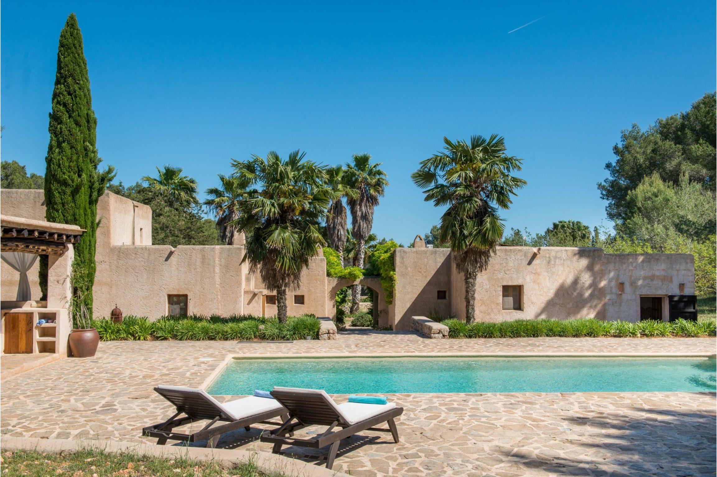 white-ibiza-villas-can-sabina-outdoors