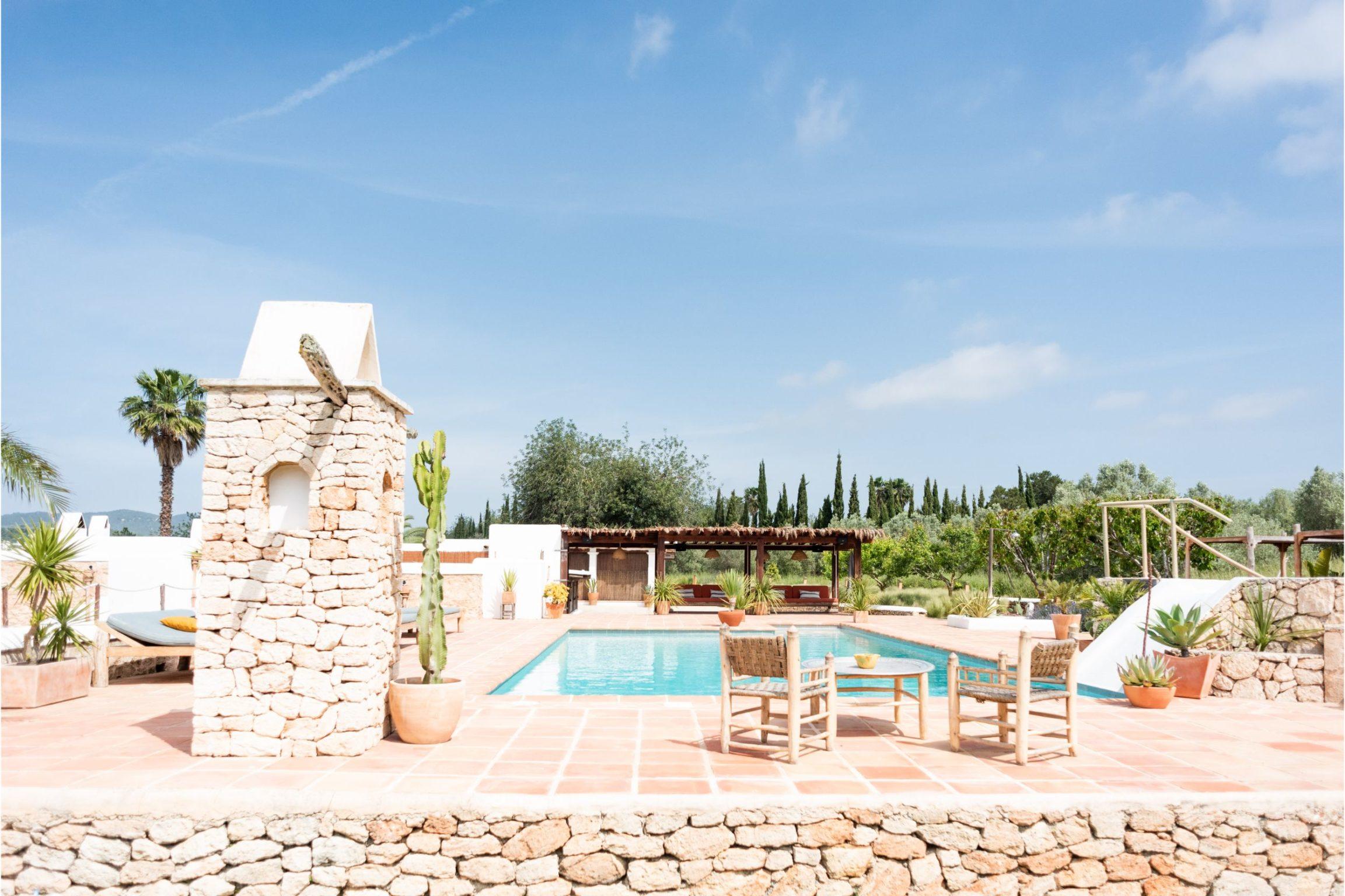 white-ibiza-villas-casa-gertrudis-outdoors