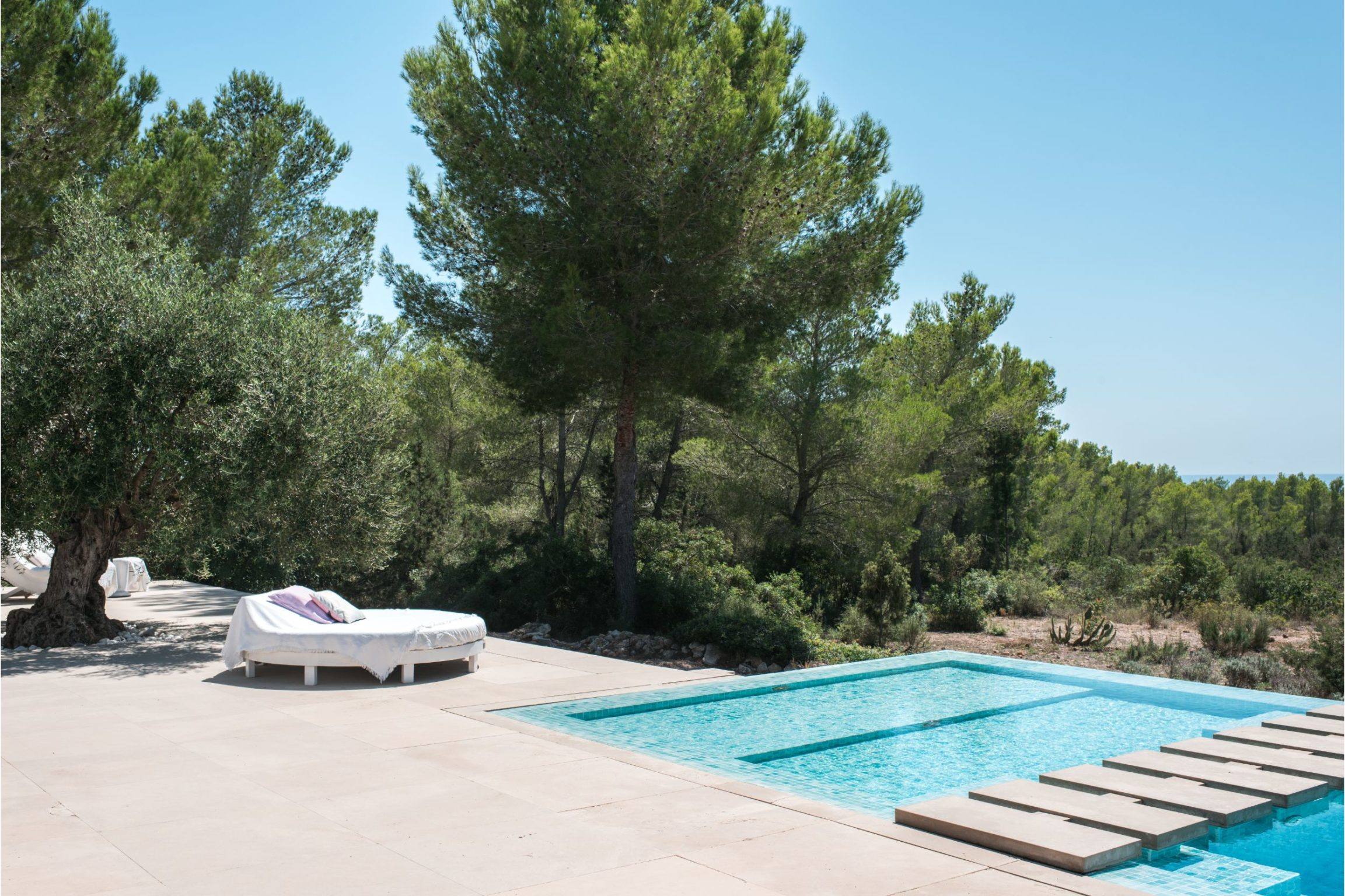 white-ibiza-villas-villa-vita-outdoors