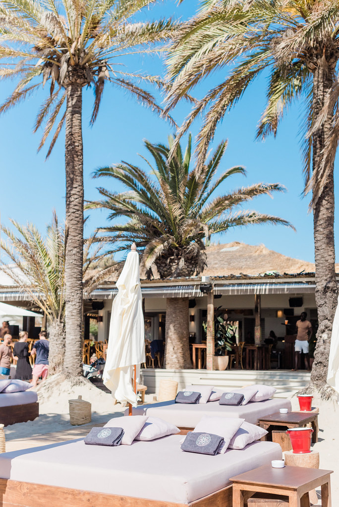 https://www.white-ibiza.com/wp-content/uploads/2020/02/ibiza-beach-restaurant-beachouse-ibiza-2019-07.jpg