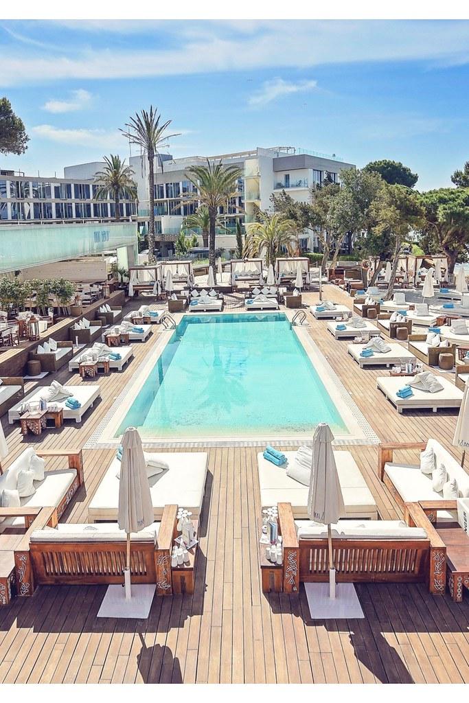 https://www.white-ibiza.com/wp-content/uploads/2020/02/ibiza-beach-restaurant-nikki-beach-ibiza-2019-02.jpg