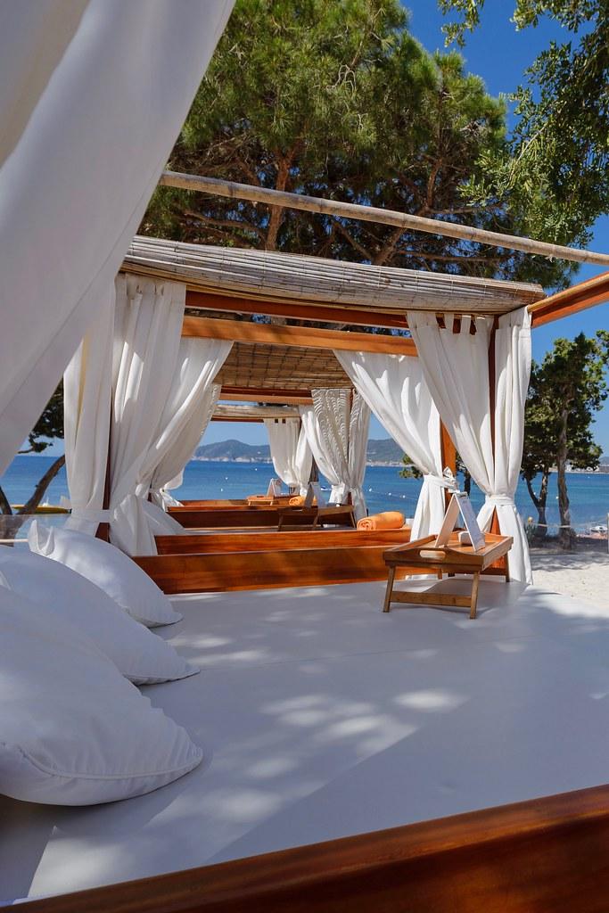 https://www.white-ibiza.com/wp-content/uploads/2020/02/ibiza-beach-restaurant-nikki-beach-ibiza-2019-08.jpg