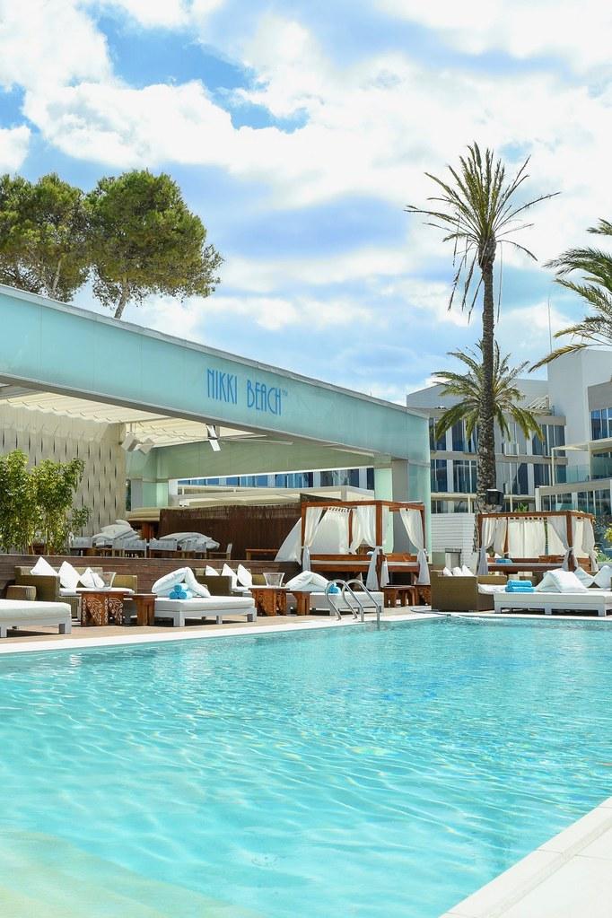 https://www.white-ibiza.com/wp-content/uploads/2020/02/ibiza-beach-restaurant-nikki-beach-ibiza-2019-13.jpg