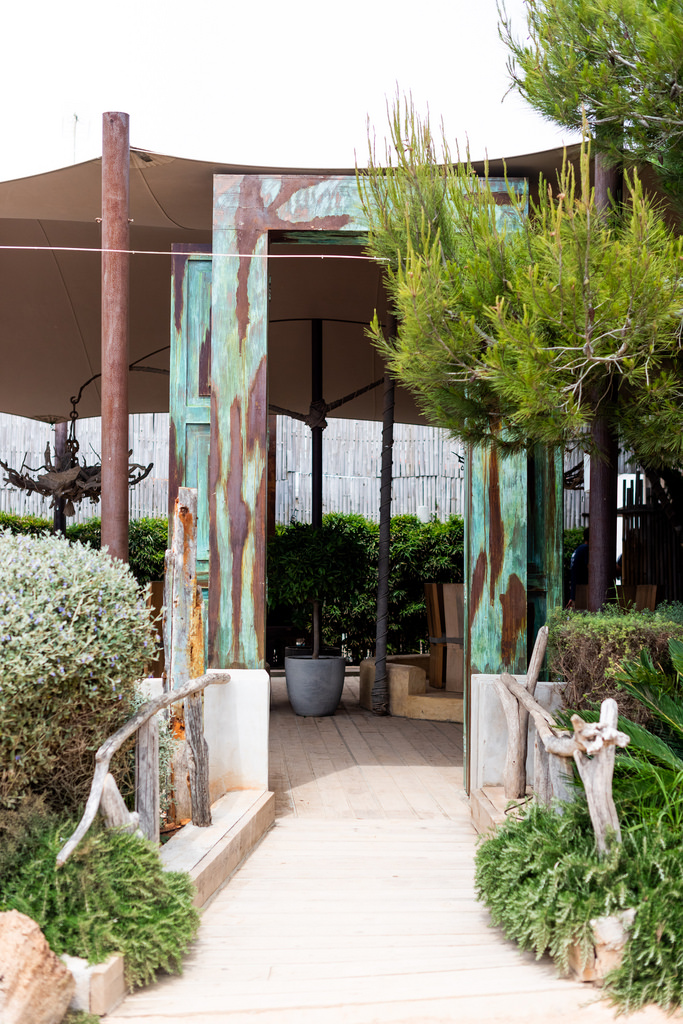 https://www.white-ibiza.com/wp-content/uploads/2020/02/ibiza-restaurants-babylon-beach-2018-02.jpg