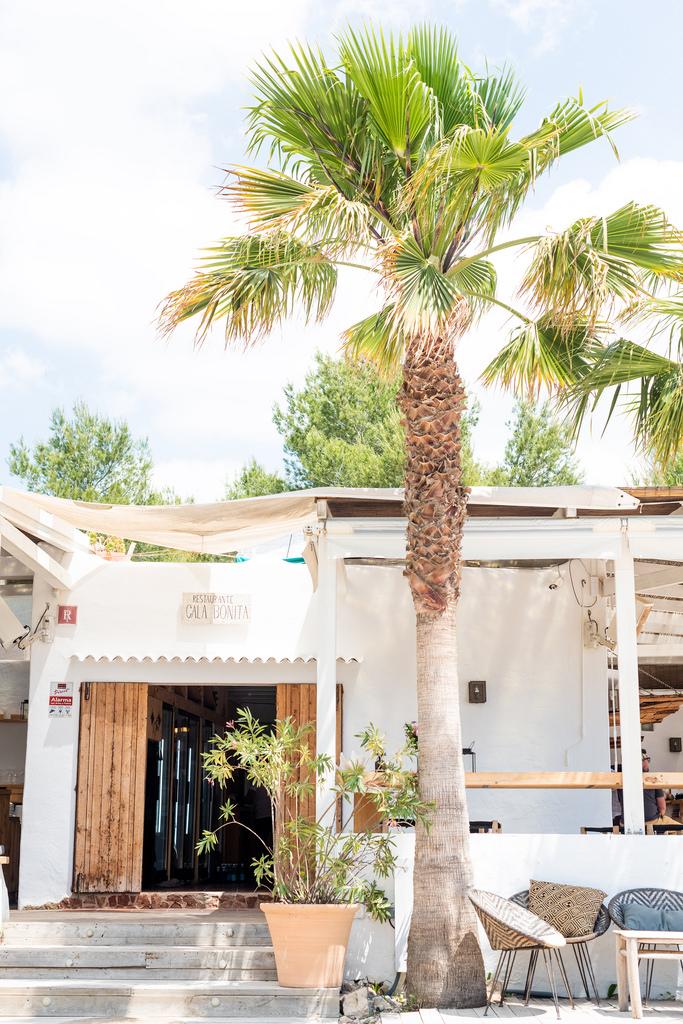 https://www.white-ibiza.com/wp-content/uploads/2020/02/ibiza-restaurants-cala-bonita-2018-01.jpg