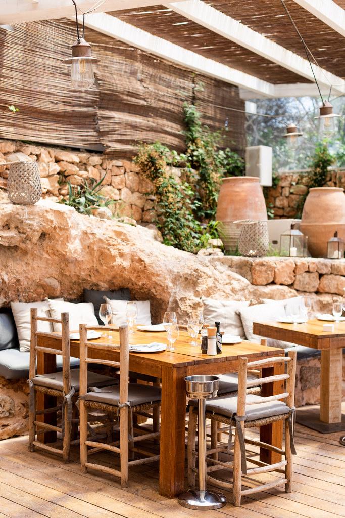 https://www.white-ibiza.com/wp-content/uploads/2020/02/ibiza-restaurants-cala-bonita-2018-04.jpg