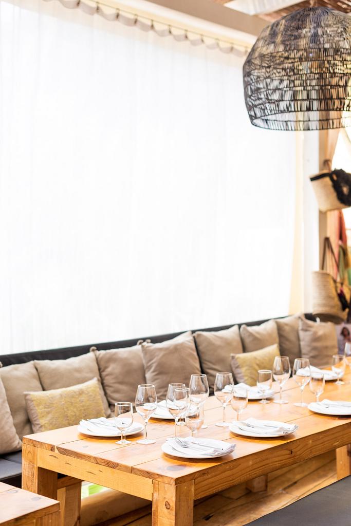 https://www.white-ibiza.com/wp-content/uploads/2020/02/ibiza-restaurants-cala-bonita-2018-10.jpg