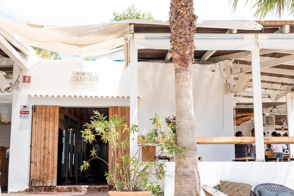 https://www.white-ibiza.com/wp-content/uploads/2020/02/ibiza-restaurants-cala-bonita-2018-14.jpg