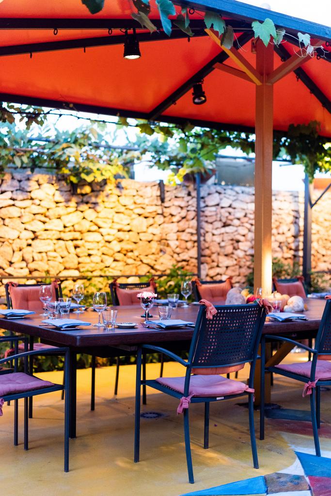 https://www.white-ibiza.com/wp-content/uploads/2020/02/ibiza-restaurants-las-dos-lunas-2018-06.jpg