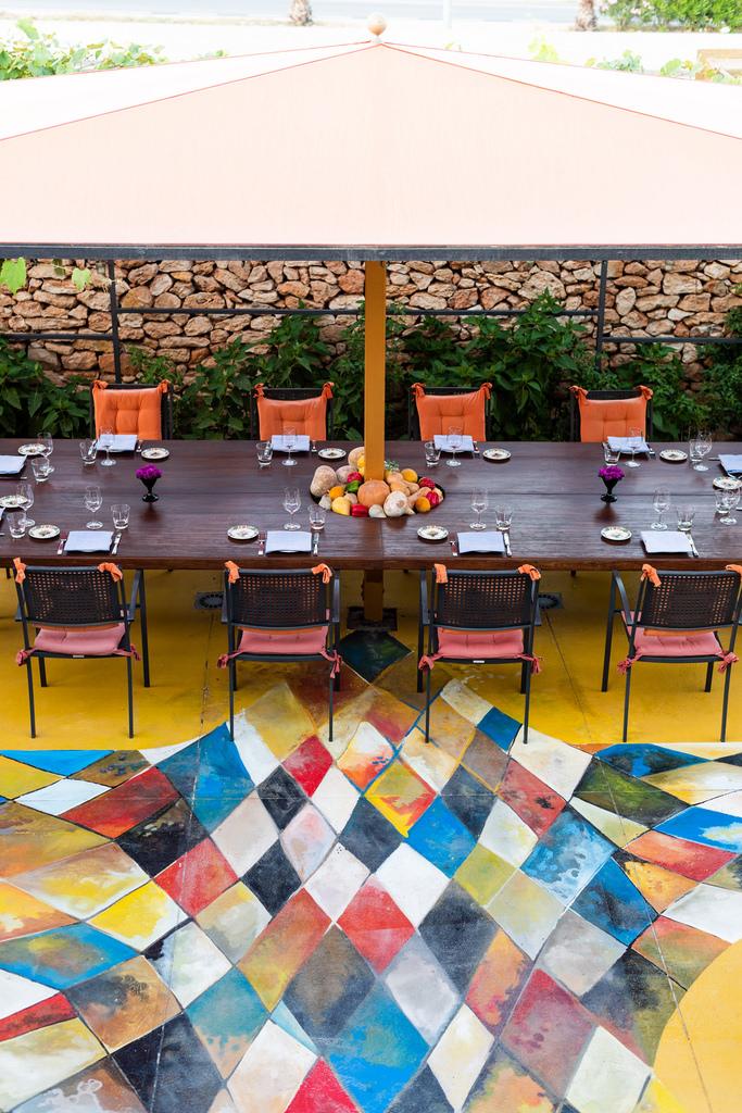 https://www.white-ibiza.com/wp-content/uploads/2020/02/ibiza-restaurants-las-dos-lunas-2018-07.jpg