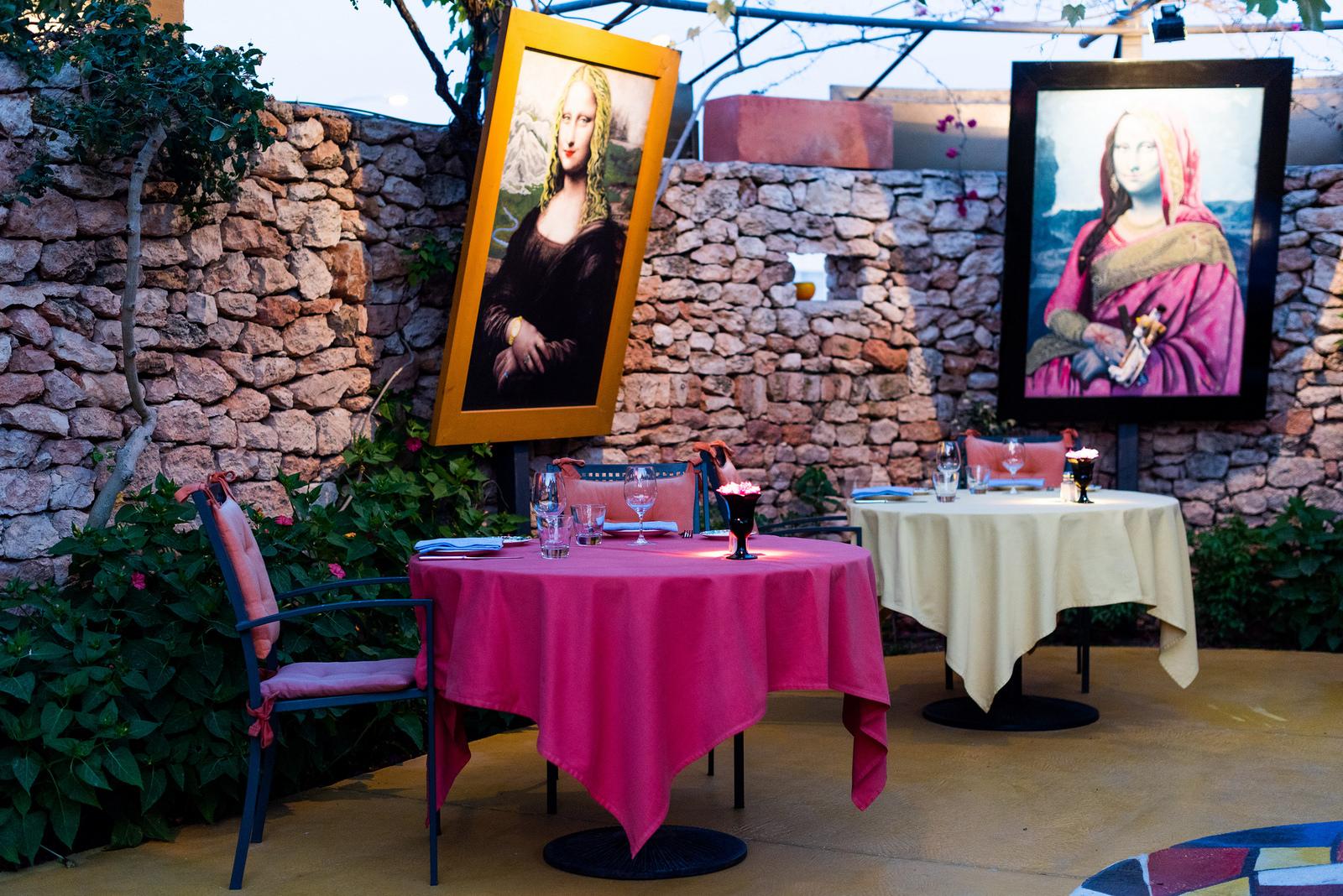 https://www.white-ibiza.com/wp-content/uploads/2020/02/ibiza-restaurants-las-dos-lunas-header-image-2018.jpg