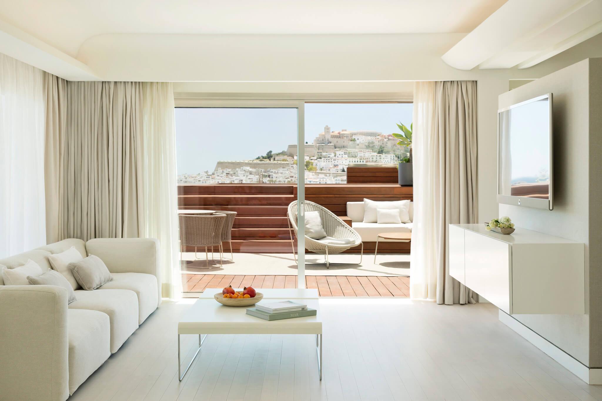 https://www.white-ibiza.com/wp-content/uploads/2020/02/white-ibiza-hotels-ibiza-gran-hotel-2020-00.jpg