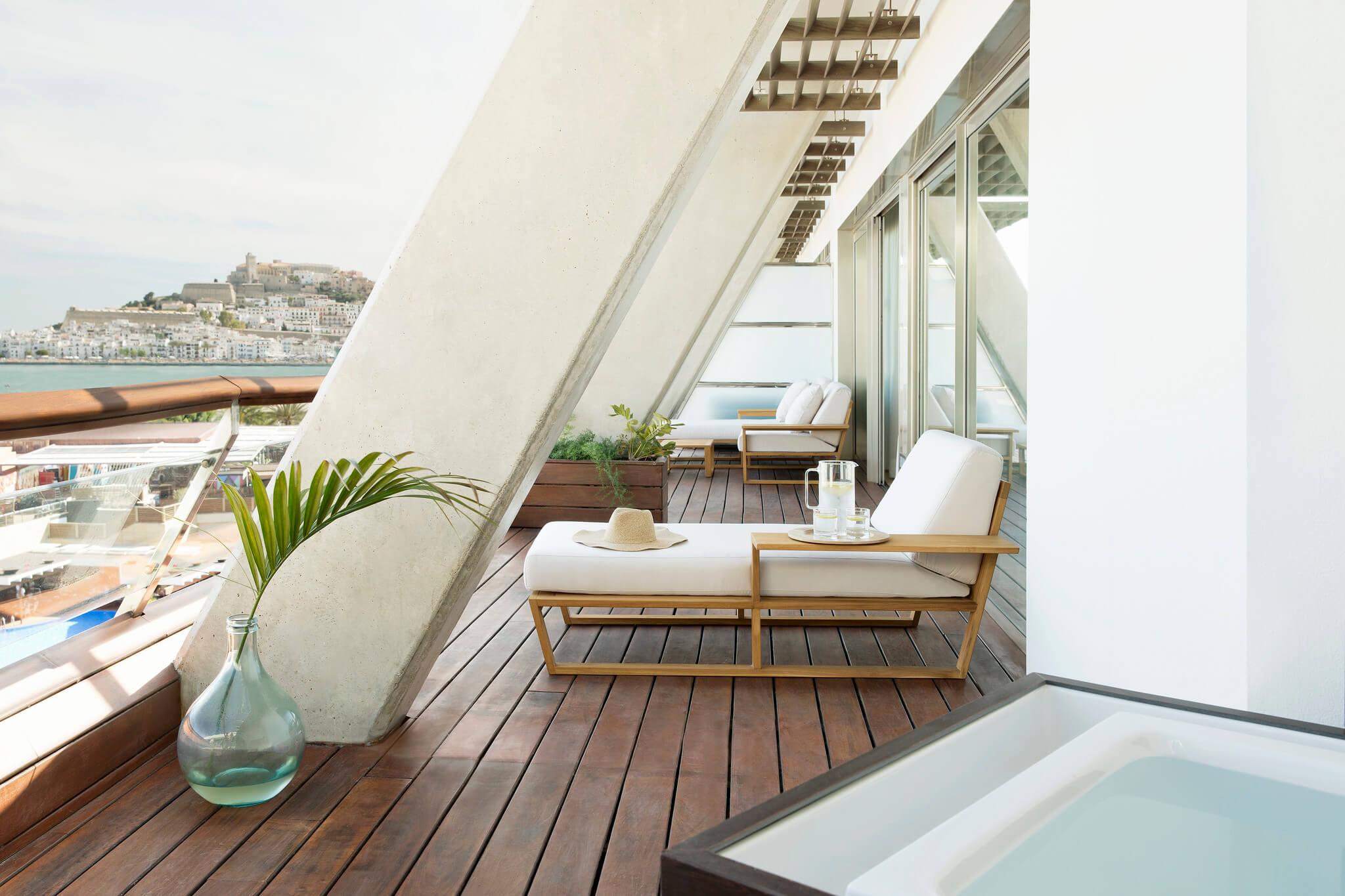 https://www.white-ibiza.com/wp-content/uploads/2020/02/white-ibiza-hotels-ibiza-gran-hotel-2020-12.jpg
