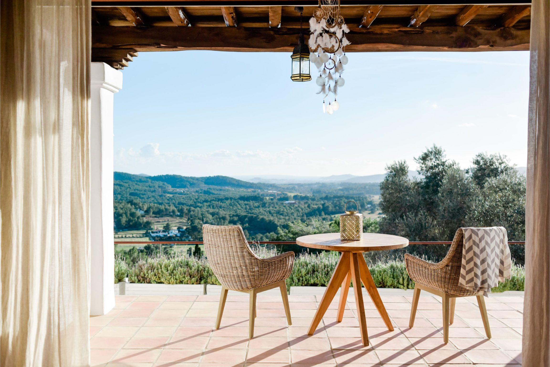 https://www.white-ibiza.com/wp-content/uploads/2020/02/white-ibiza-villas-can-lavanda-outdoors-4-2305x1536.jpg