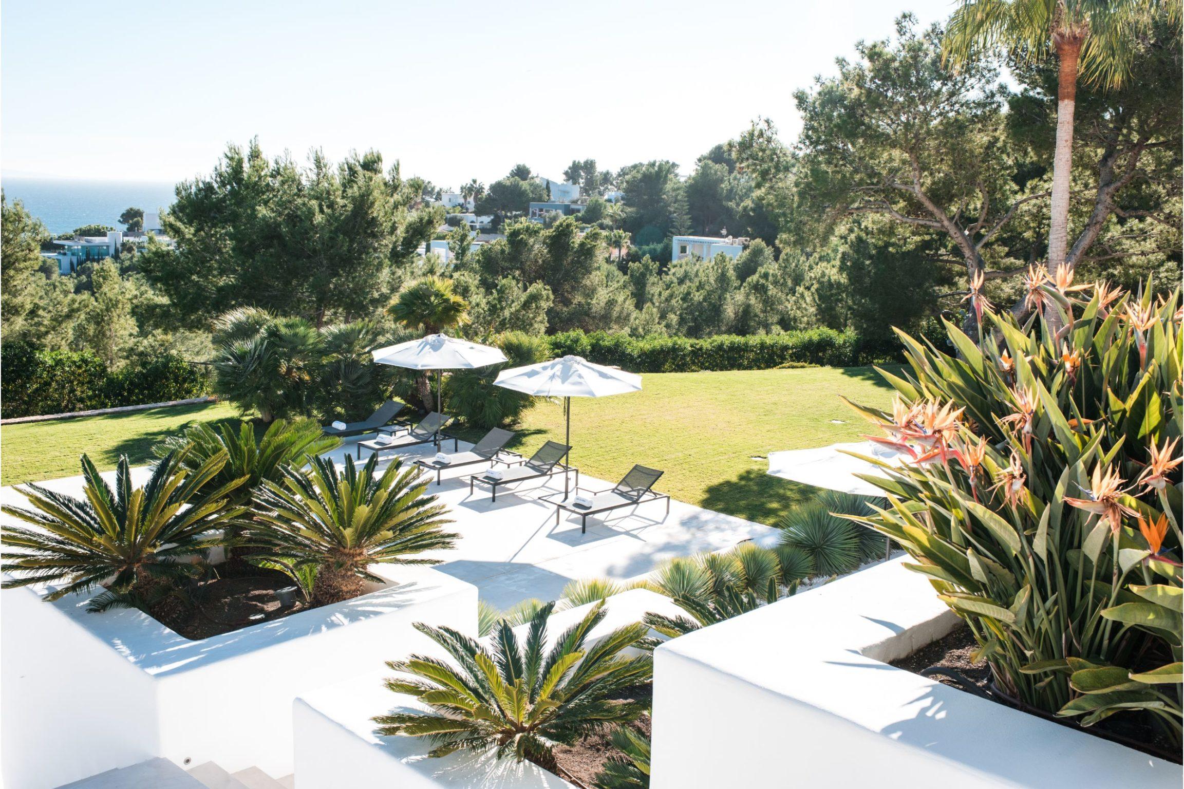 https://www.white-ibiza.com/wp-content/uploads/2020/02/white-ibiza-villas-cap-alvero-outdoors-1-2305x1536.jpg