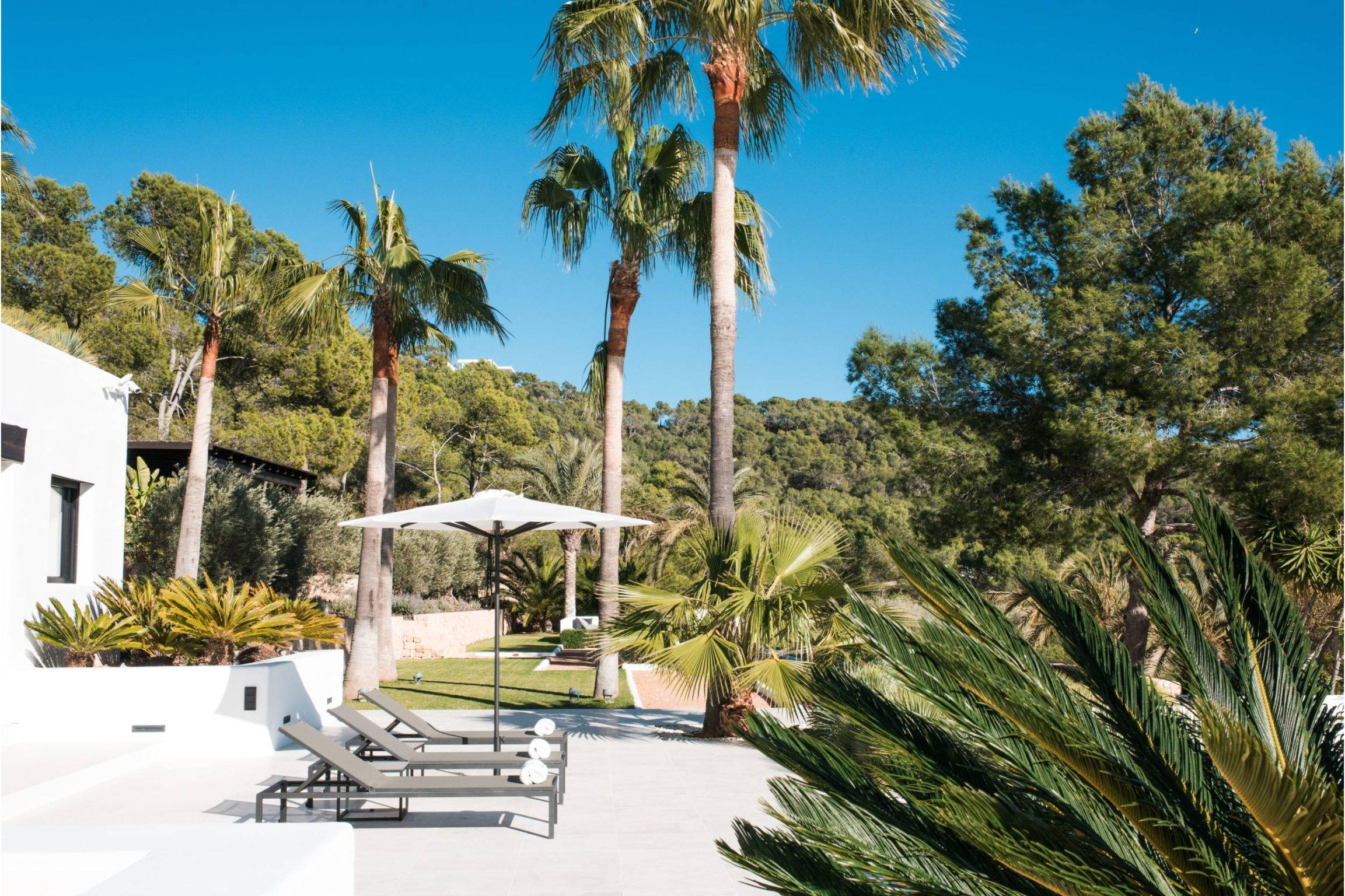 https://www.white-ibiza.com/wp-content/uploads/2020/02/white-ibiza-villas-cap-alvero-outdoors-6-2305x1536.jpg