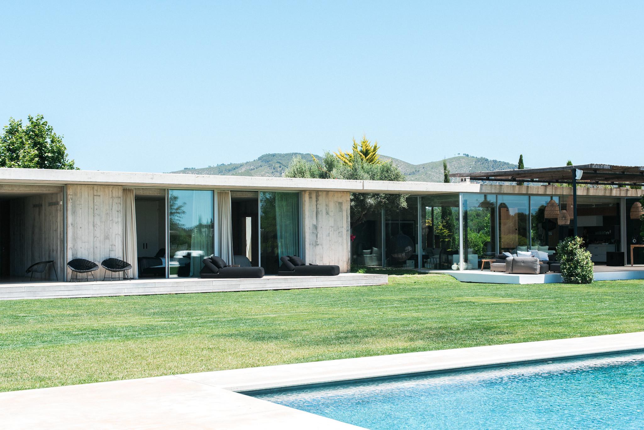 https://www.white-ibiza.com/wp-content/uploads/2020/02/white-ibiza-villas-casa-valentina-exterior-view4.jpg