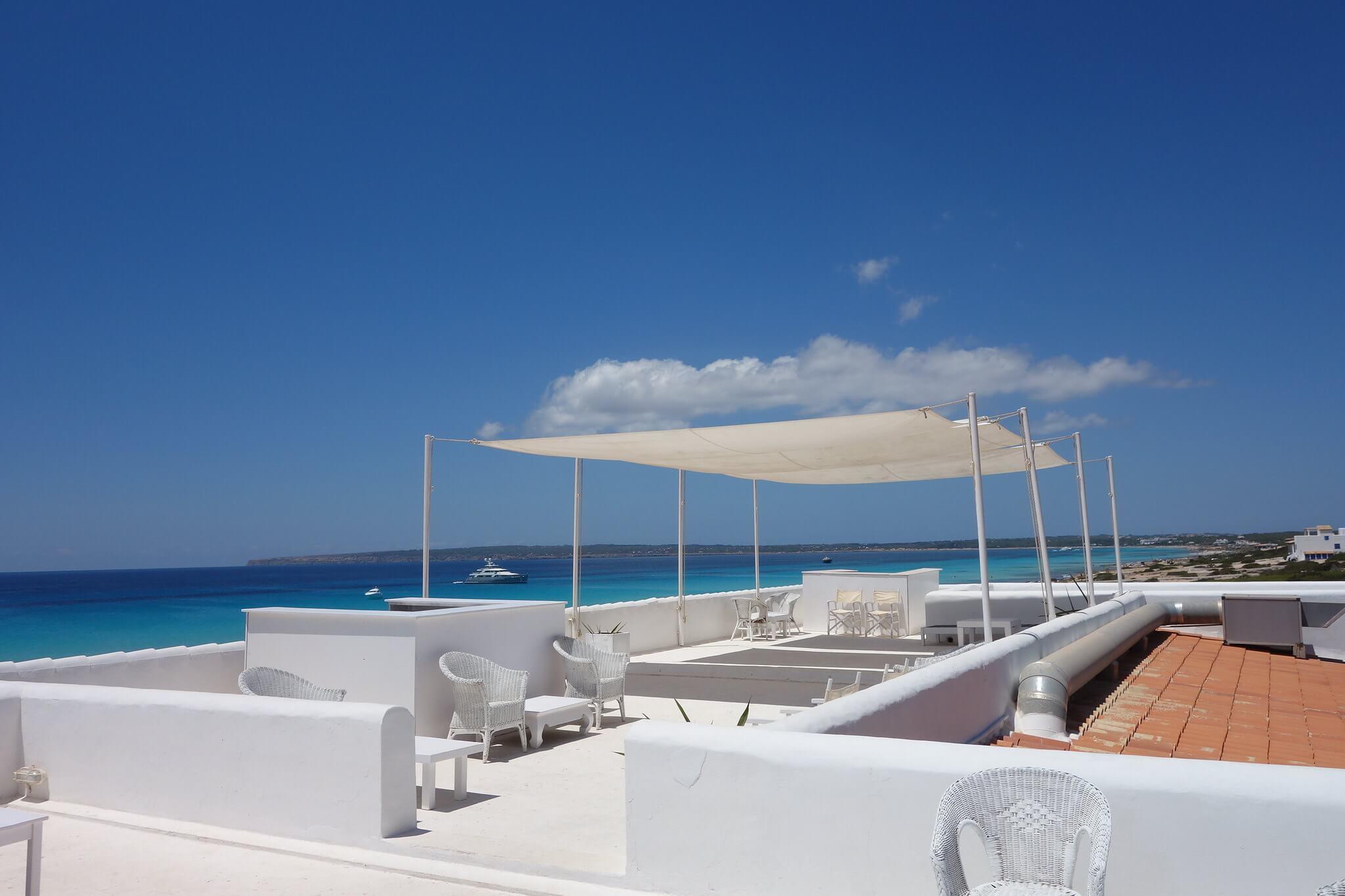 https://www.white-ibiza.com/wp-content/uploads/2020/03/formentera-beach-restaurants-10-punto7-2020-04.jpg