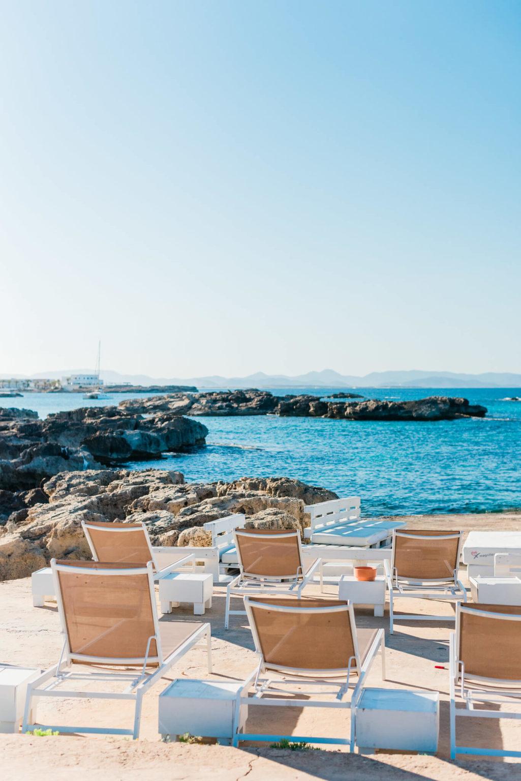 https://www.white-ibiza.com/wp-content/uploads/2020/03/formentera-beach-restaurants-chezz-gerdi-2020-02-1025x1536.jpg