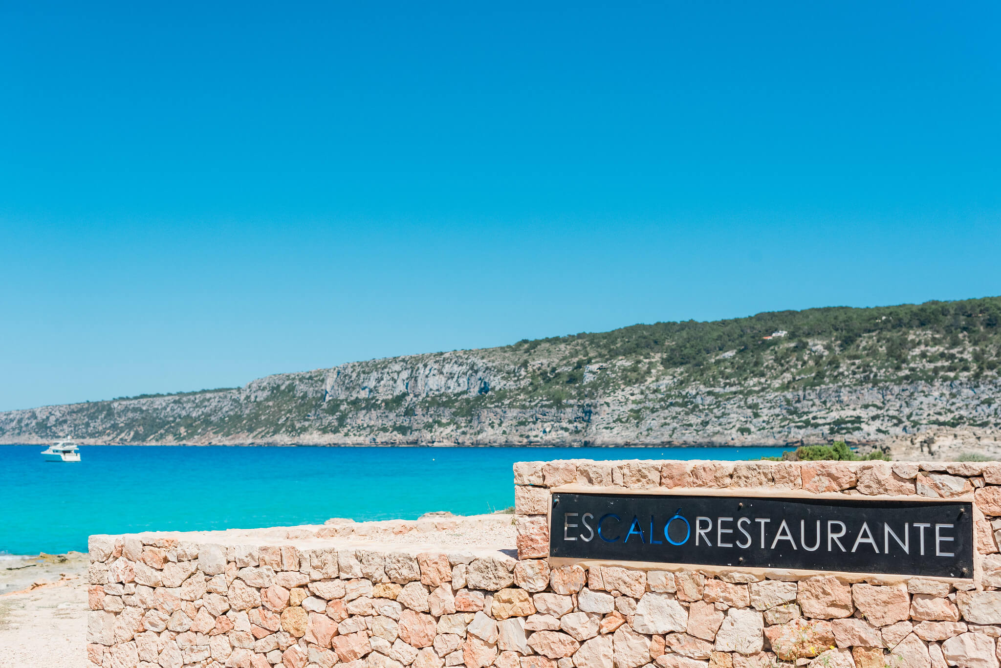 https://www.white-ibiza.com/wp-content/uploads/2020/03/formentera-beach-restaurants-es-calo-2020-02.jpg