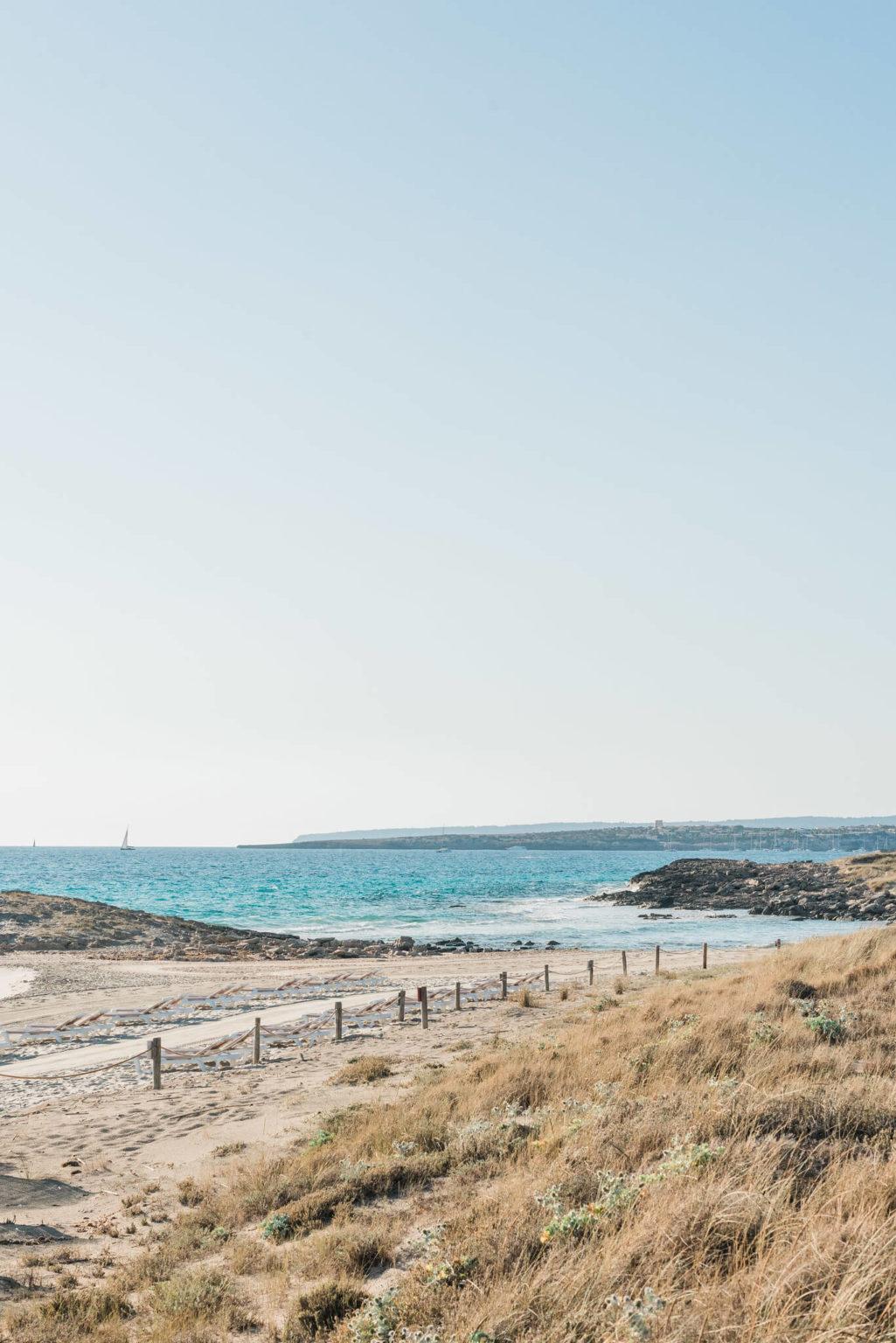 https://www.white-ibiza.com/wp-content/uploads/2020/03/formentera-beaches-es-caval-den-borras-2020-02-1025x1536.jpg