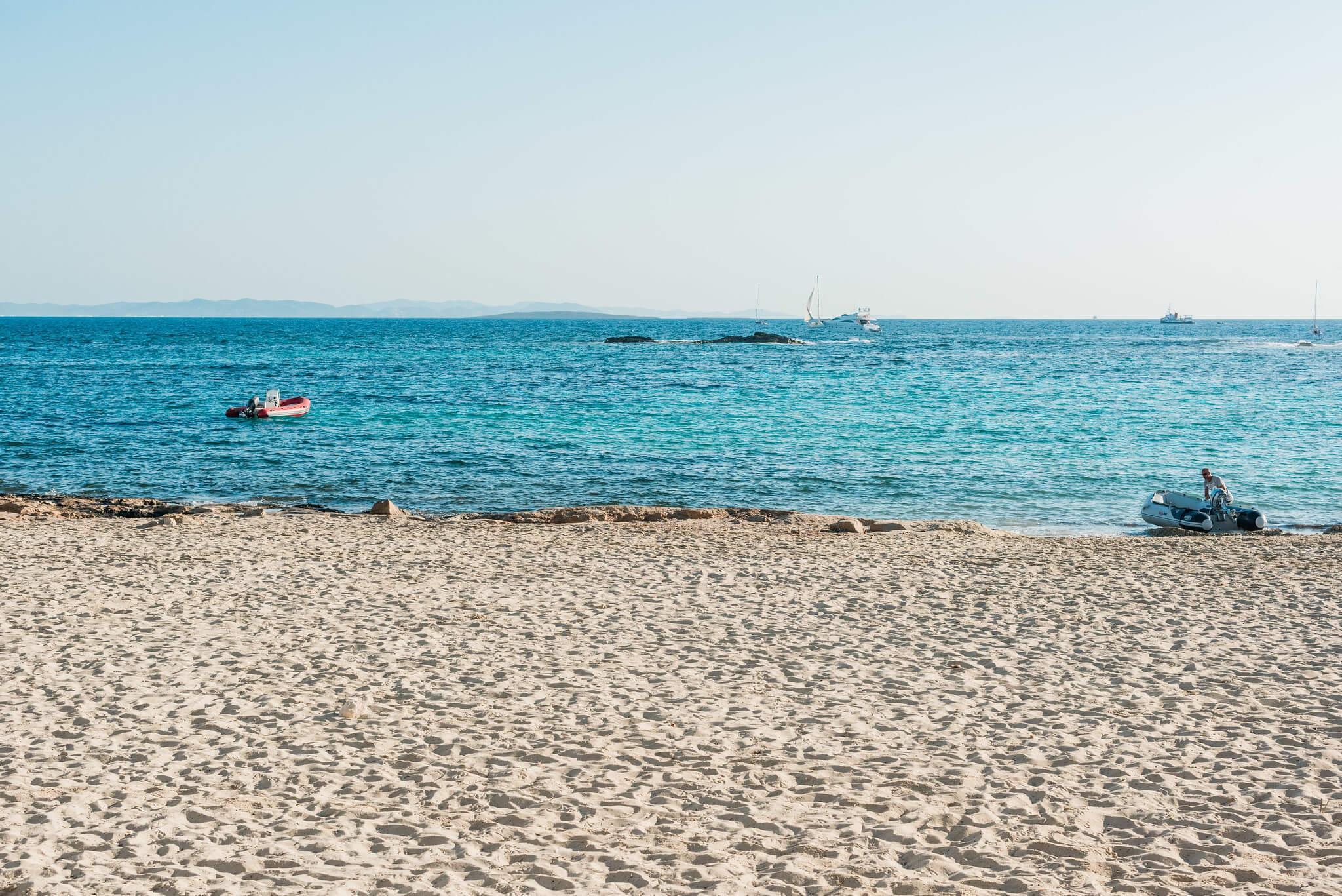 https://www.white-ibiza.com/wp-content/uploads/2020/03/formentera-beaches-es-pujols-2020-05.jpg