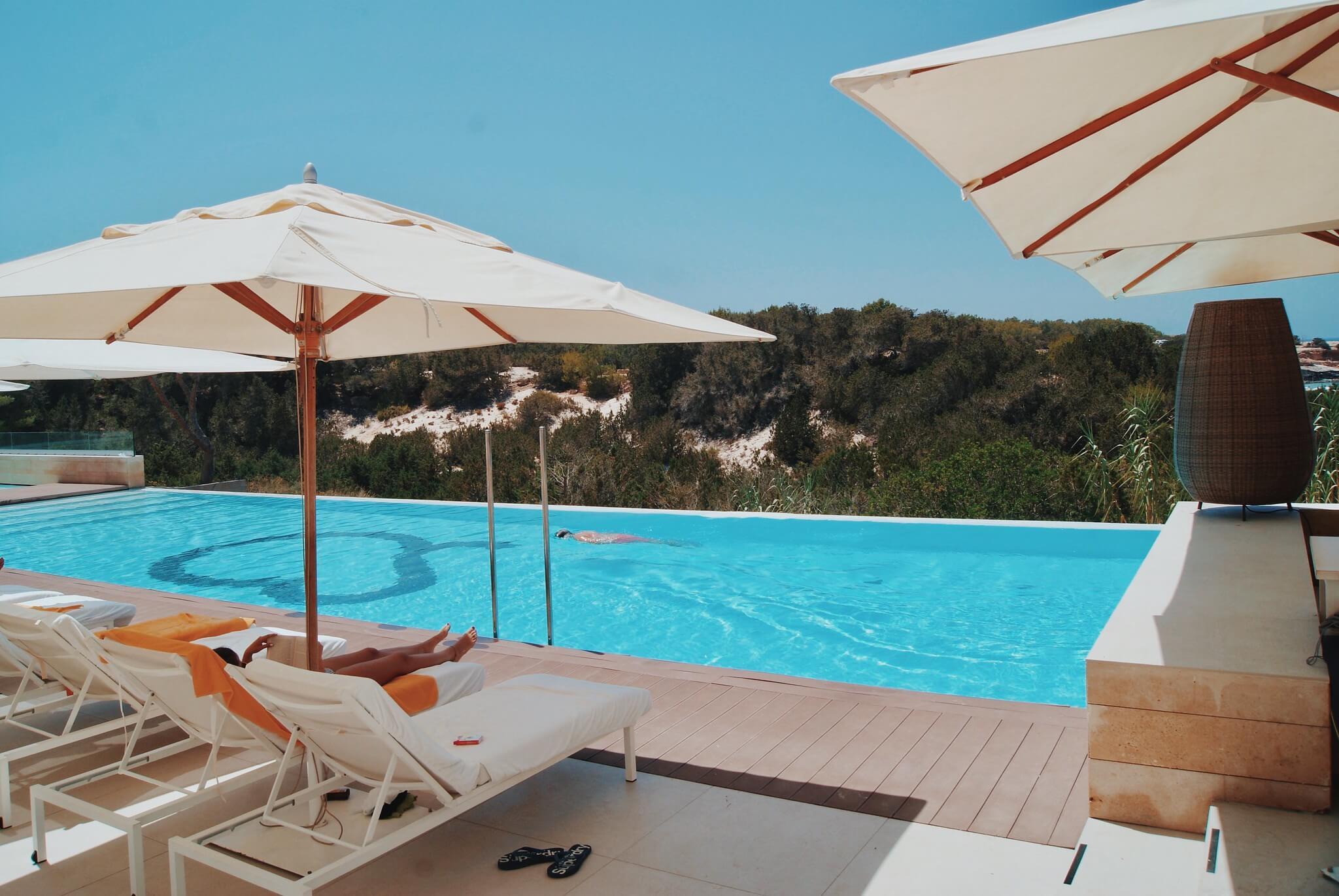 https://www.white-ibiza.com/wp-content/uploads/2020/03/formentera-hotels-cala-saona-2020-03.jpg