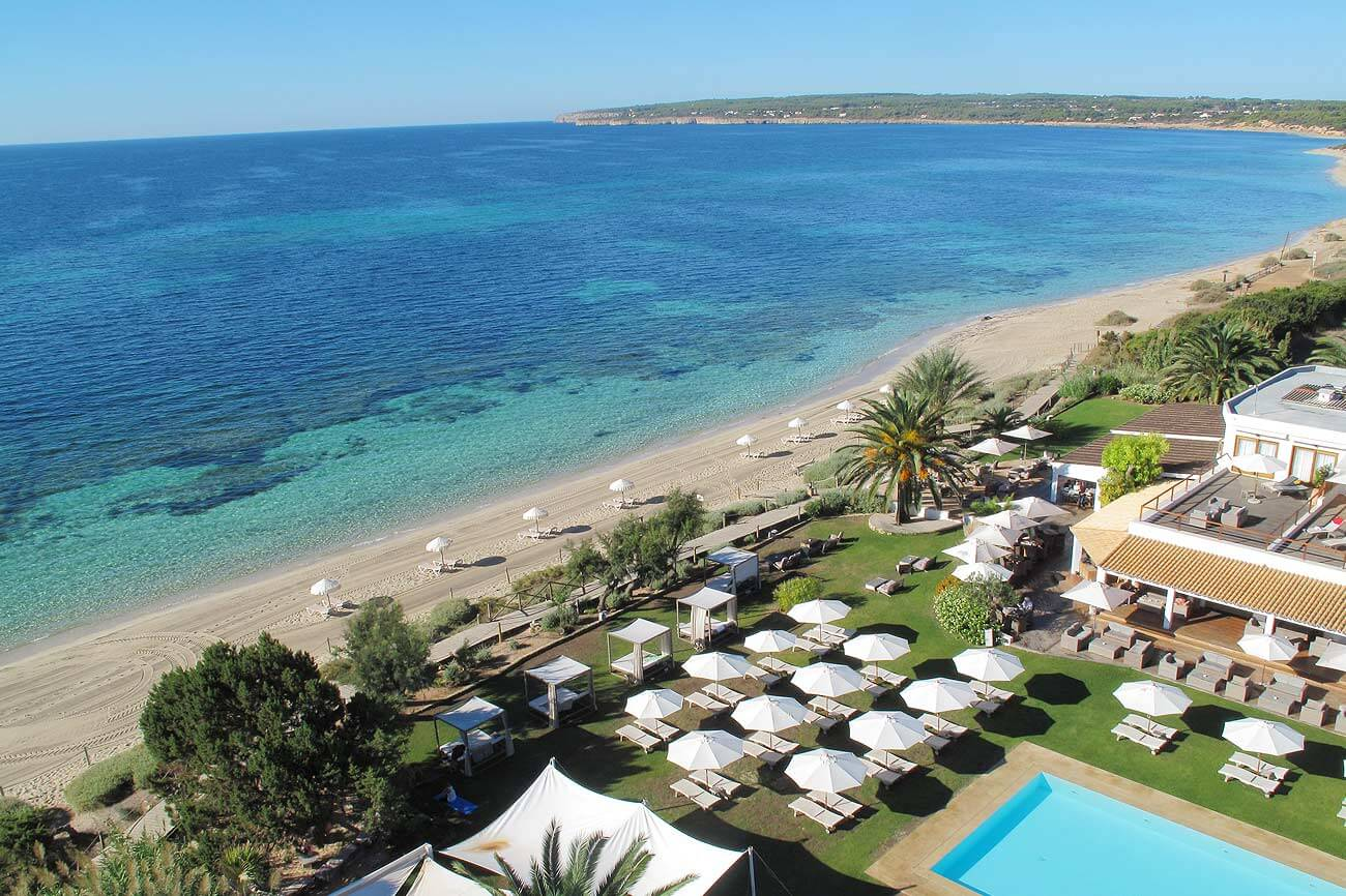 https://www.white-ibiza.com/wp-content/uploads/2020/03/formentera-hotels-gecko-beach-club-2020-01.jpg