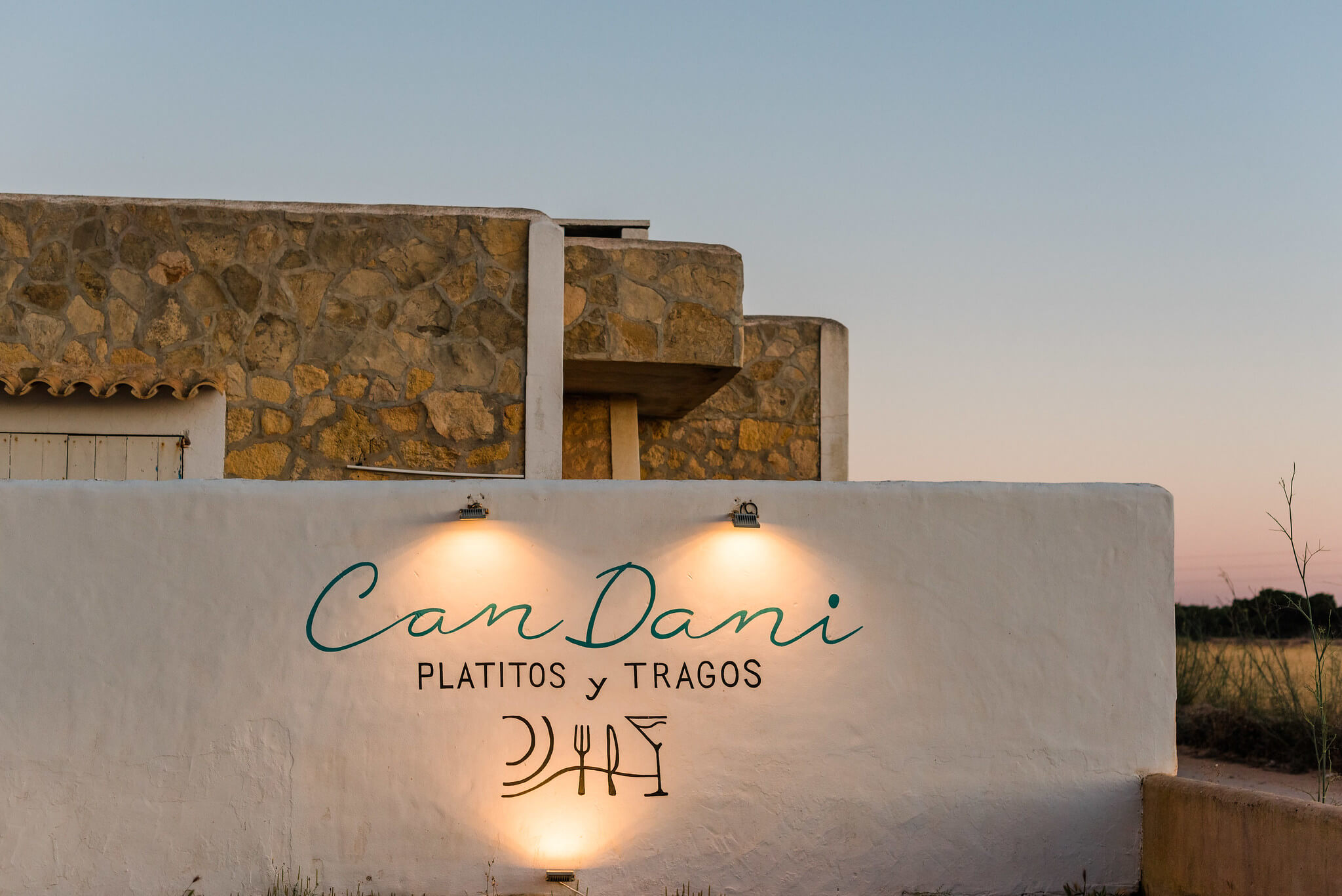 https://www.white-ibiza.com/wp-content/uploads/2020/03/formentera-restaurants-can-dani-2020-02.jpg