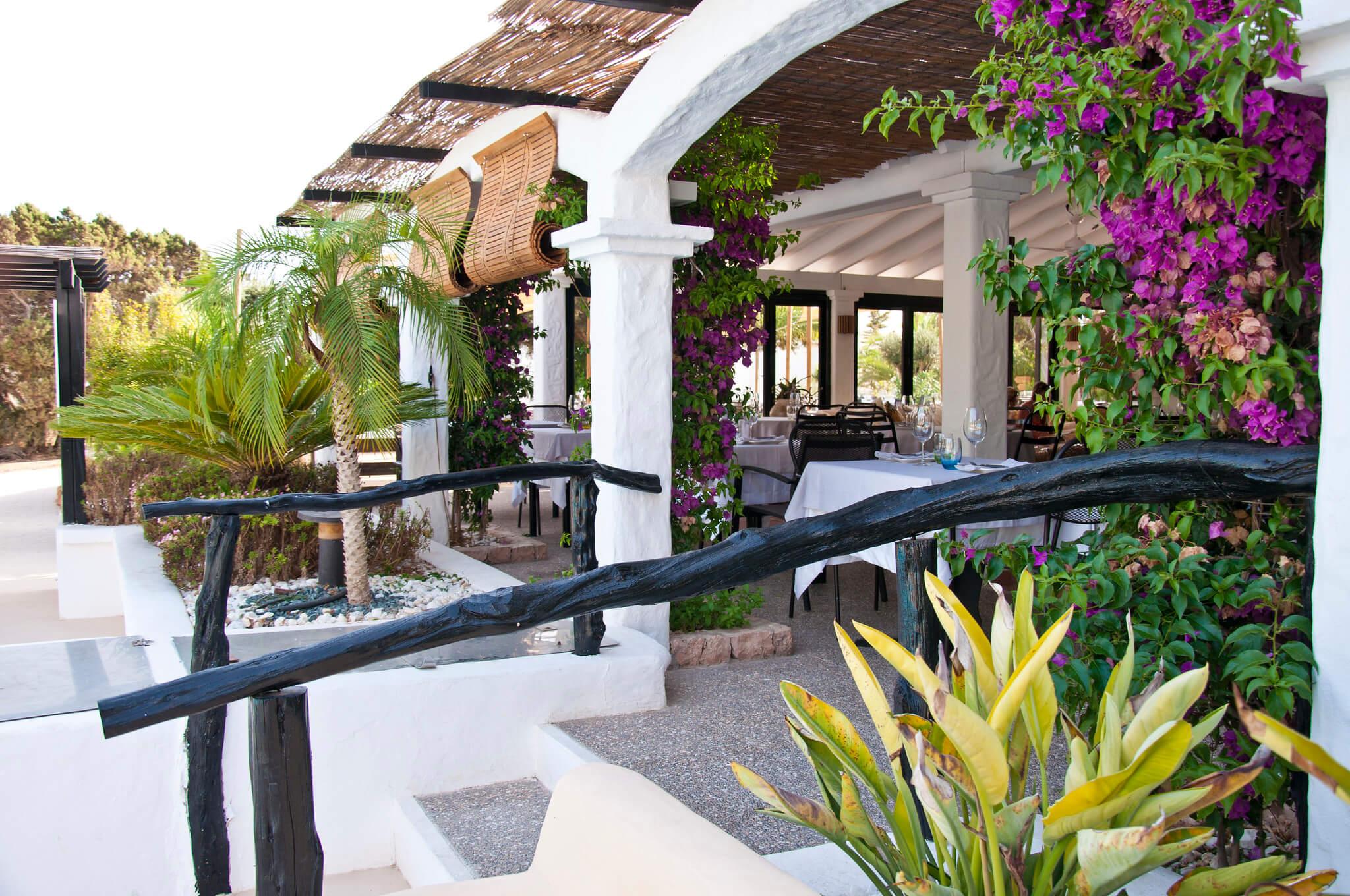 https://www.white-ibiza.com/wp-content/uploads/2020/03/formentera-restaurants-marlaca-2020-01.jpg