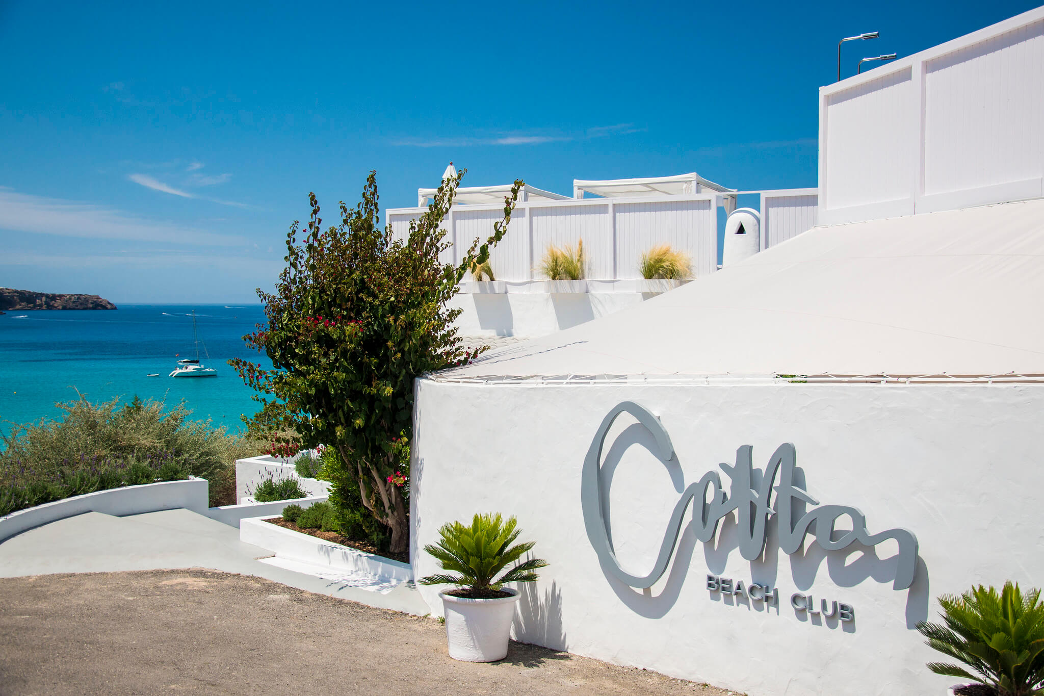 https://www.white-ibiza.com/wp-content/uploads/2020/03/ibiza-beach-restaurant-cotton-beach-club-2020-06.jpg
