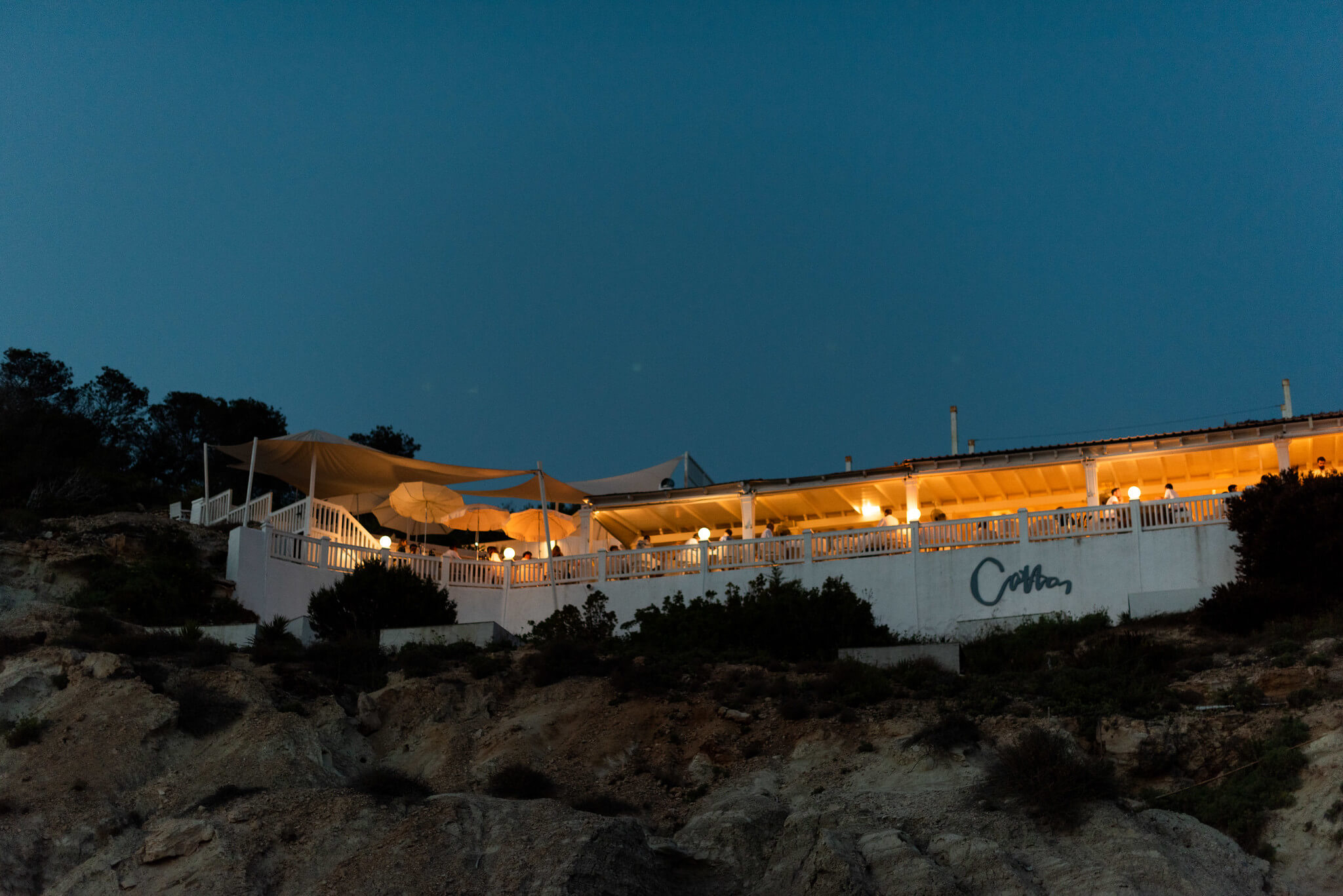 https://www.white-ibiza.com/wp-content/uploads/2020/03/ibiza-beach-restaurant-cotton-beach-club-2020-09.jpg
