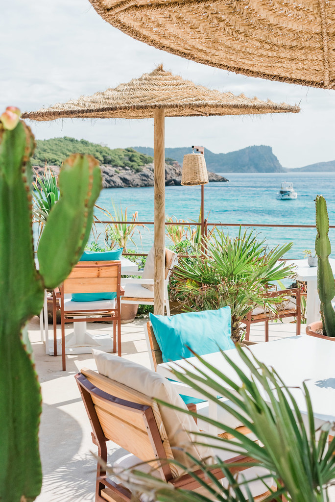 https://www.white-ibiza.com/wp-content/uploads/2020/03/ibiza-beach-restaurants-atzaro-beach-2019-02.jpg