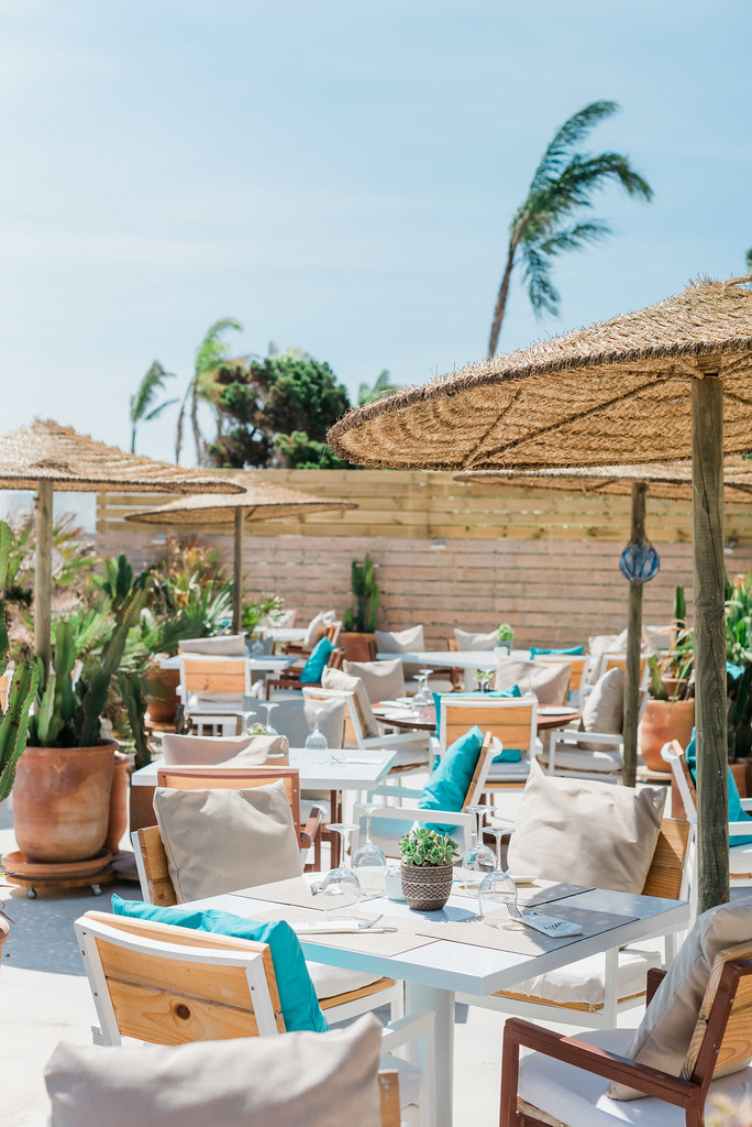 https://www.white-ibiza.com/wp-content/uploads/2020/03/ibiza-beach-restaurants-atzaro-beach-2019-08.jpg