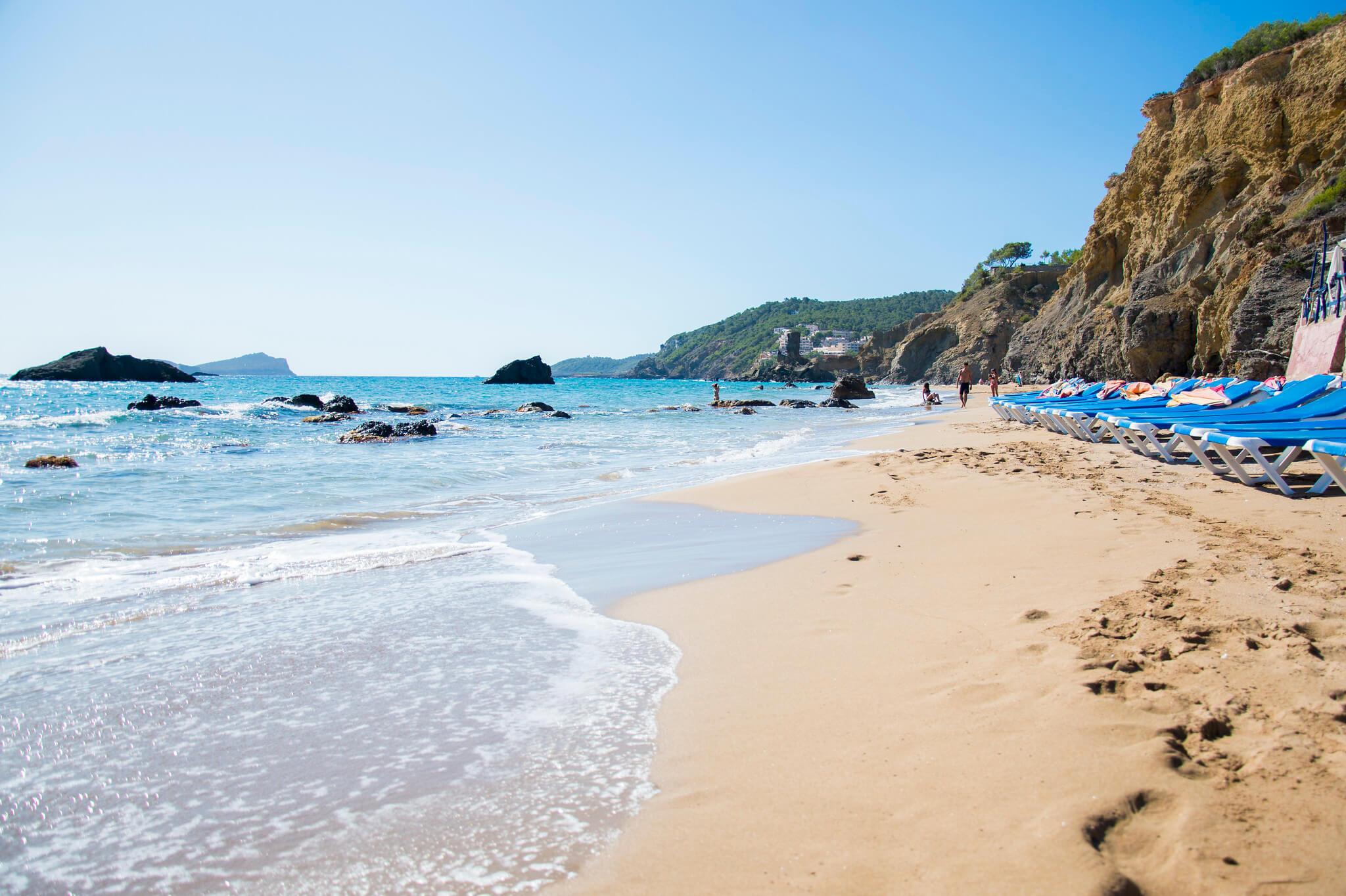 https://www.white-ibiza.com/wp-content/uploads/2020/03/ibiza-beaches-aguas-blancas-01.jpg