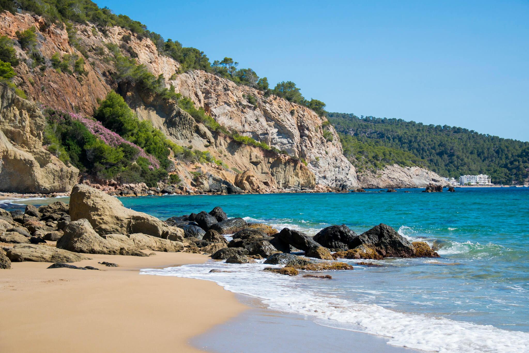 https://www.white-ibiza.com/wp-content/uploads/2020/03/ibiza-beaches-aguas-blancas-02.jpg