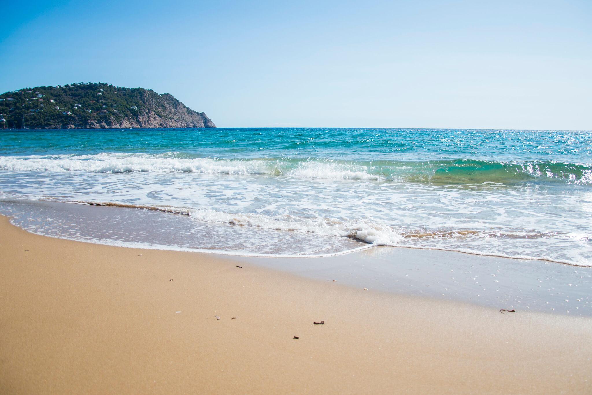https://www.white-ibiza.com/wp-content/uploads/2020/03/ibiza-beaches-aguas-blancas-04.jpg