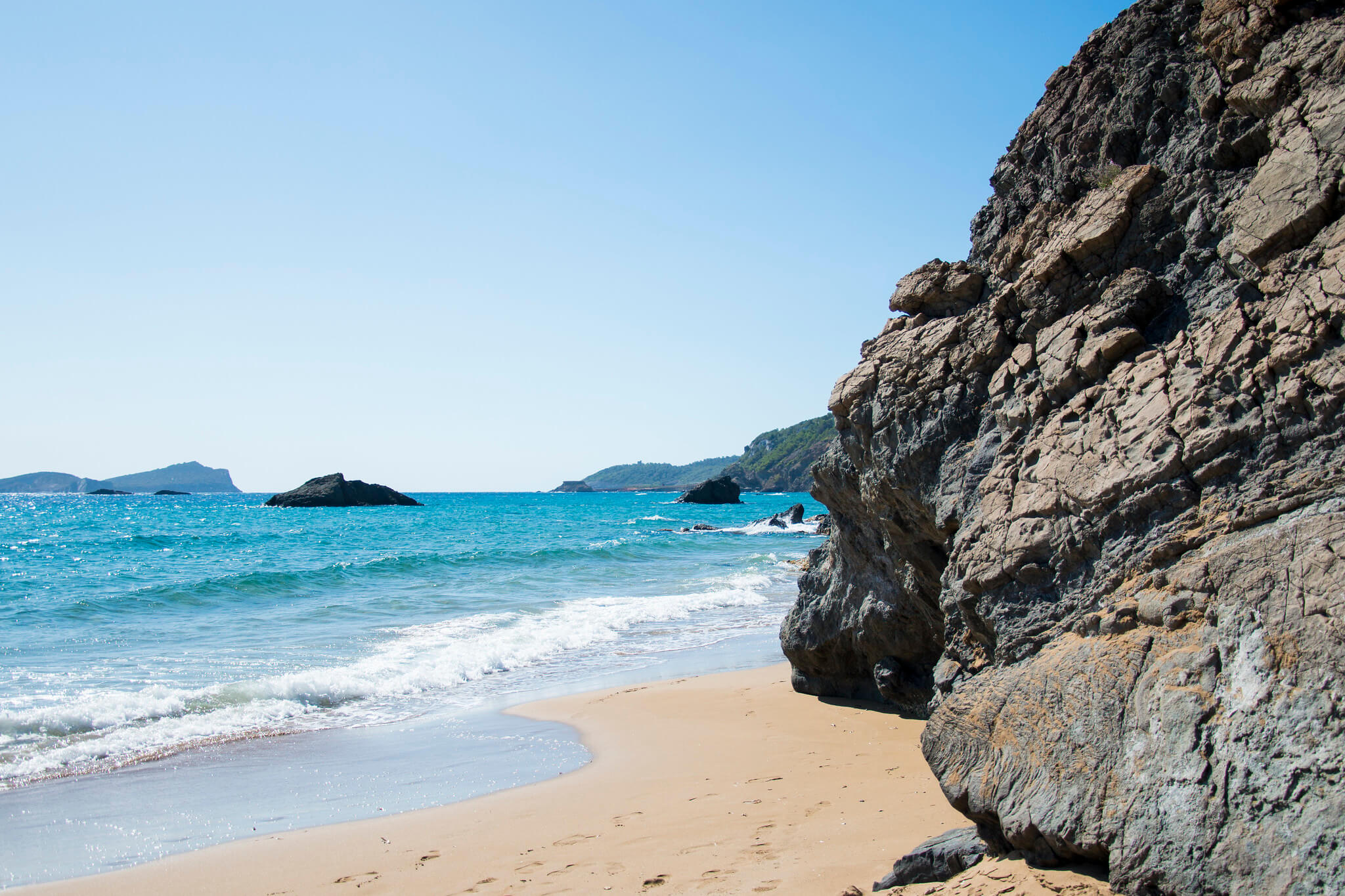 https://www.white-ibiza.com/wp-content/uploads/2020/03/ibiza-beaches-aguas-blancas-05.jpg