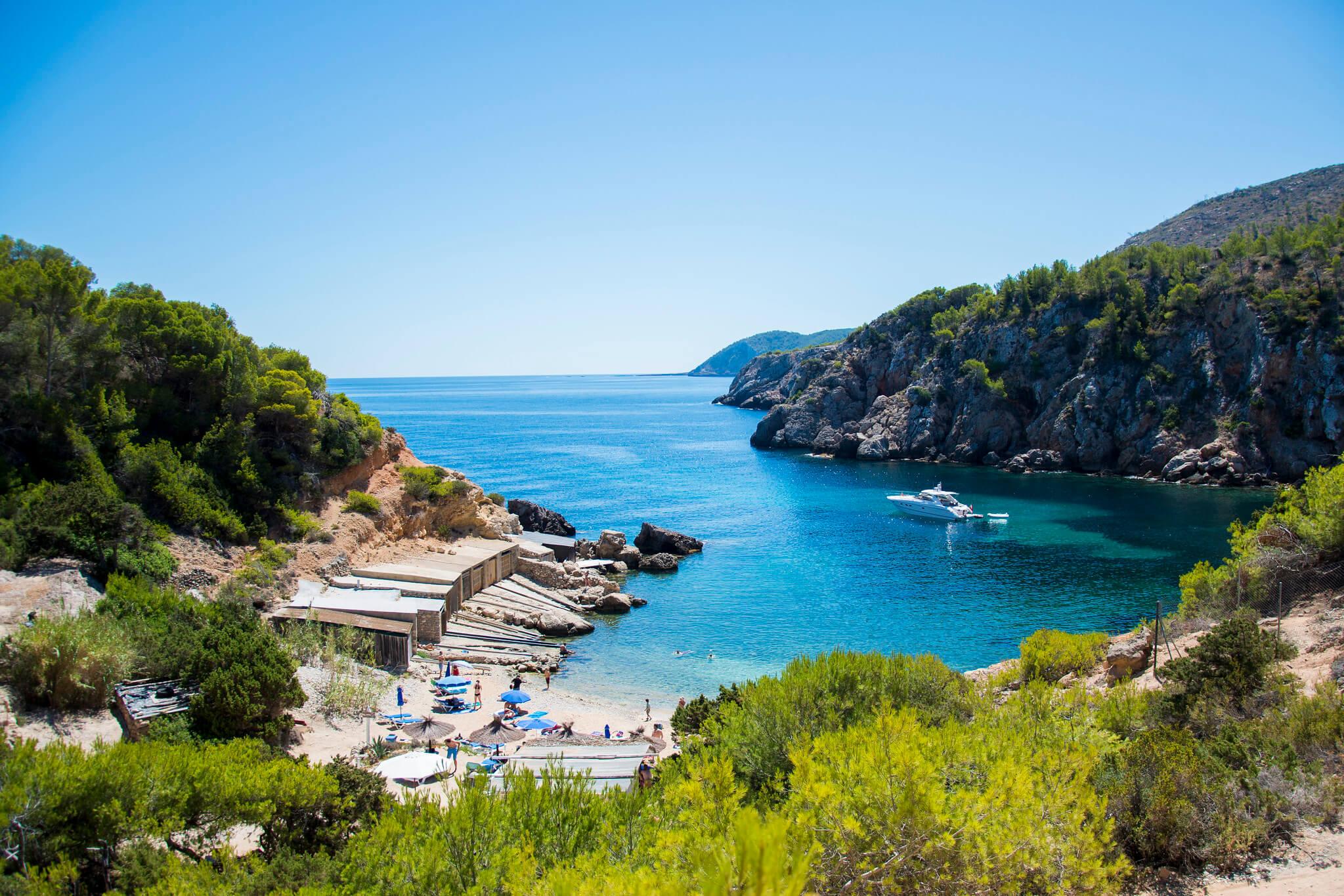 https://www.white-ibiza.com/wp-content/uploads/2020/03/ibiza-beaches-cala-den-serra-03.jpg