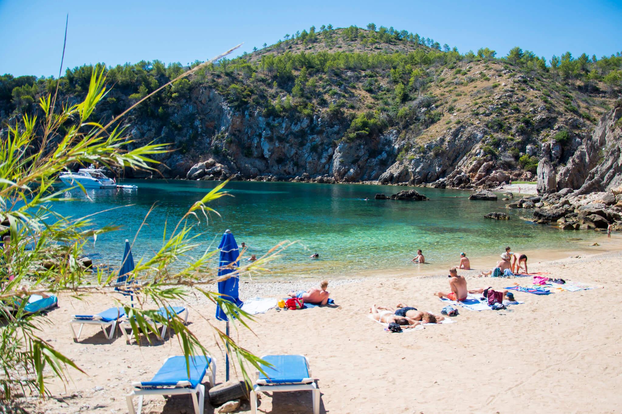 https://www.white-ibiza.com/wp-content/uploads/2020/03/ibiza-beaches-cala-den-serra-04.jpg
