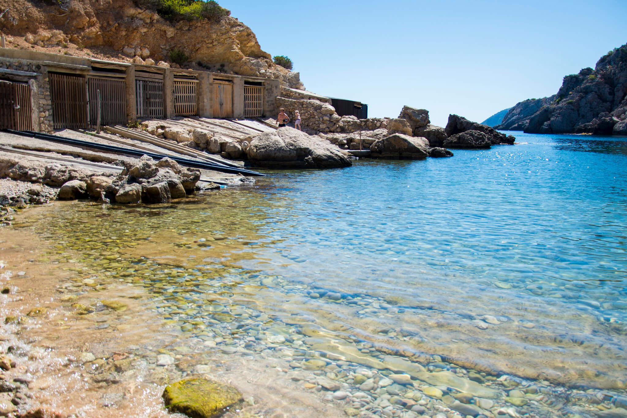 https://www.white-ibiza.com/wp-content/uploads/2020/03/ibiza-beaches-cala-den-serra-05.jpg