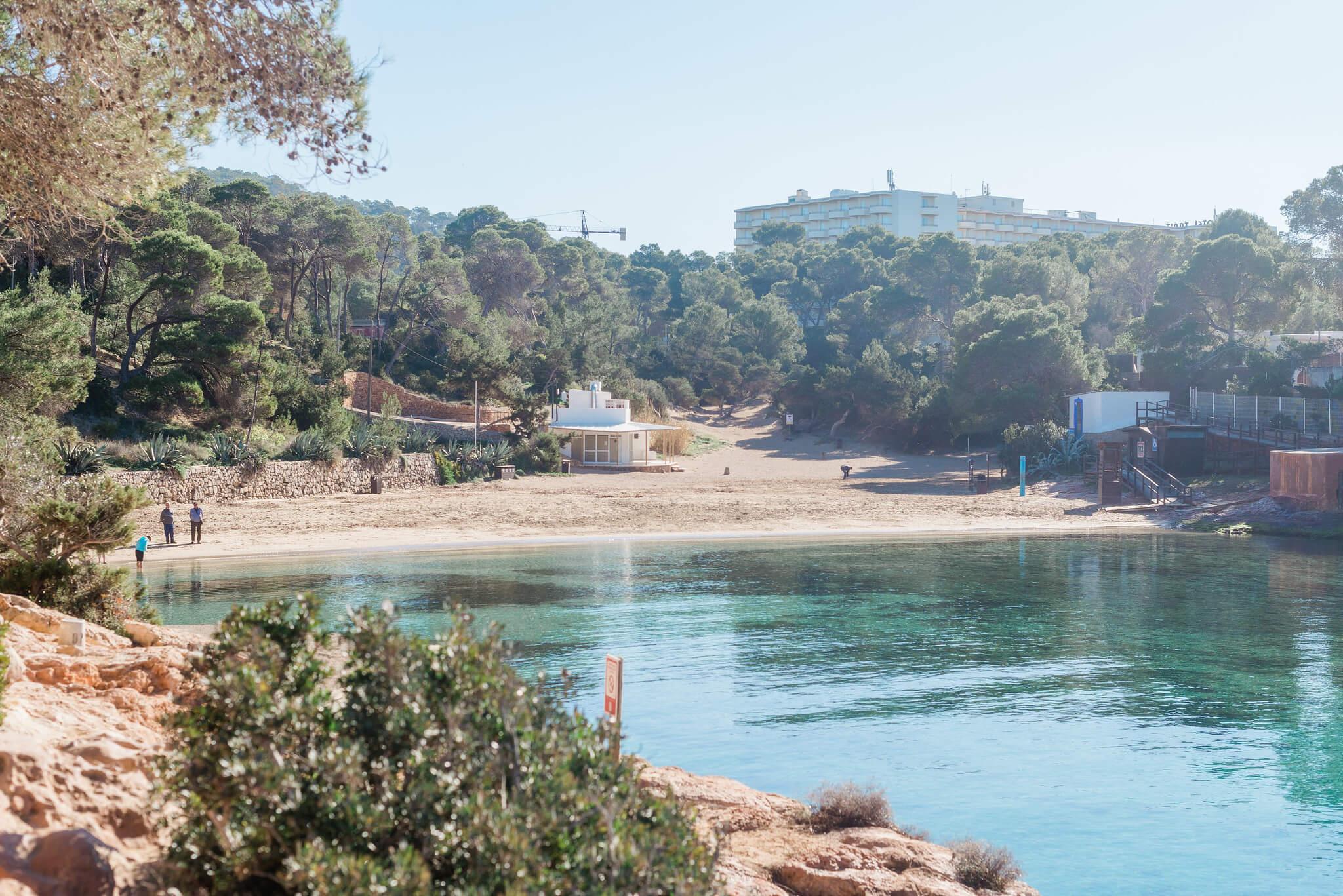 https://www.white-ibiza.com/wp-content/uploads/2020/03/ibiza-beaches-cala-gracio-01.jpg