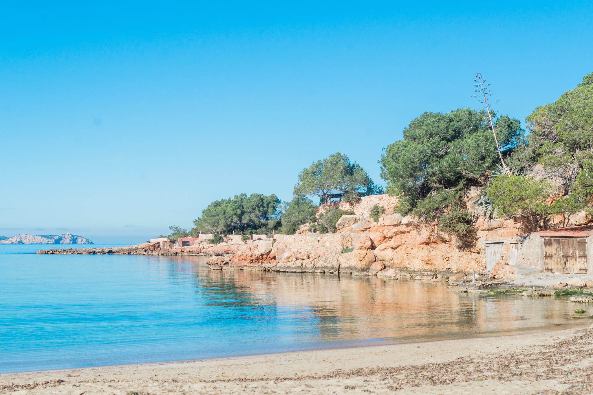 https://www.white-ibiza.com/wp-content/uploads/2020/03/ibiza-beaches-cala-gracio-02.jpg