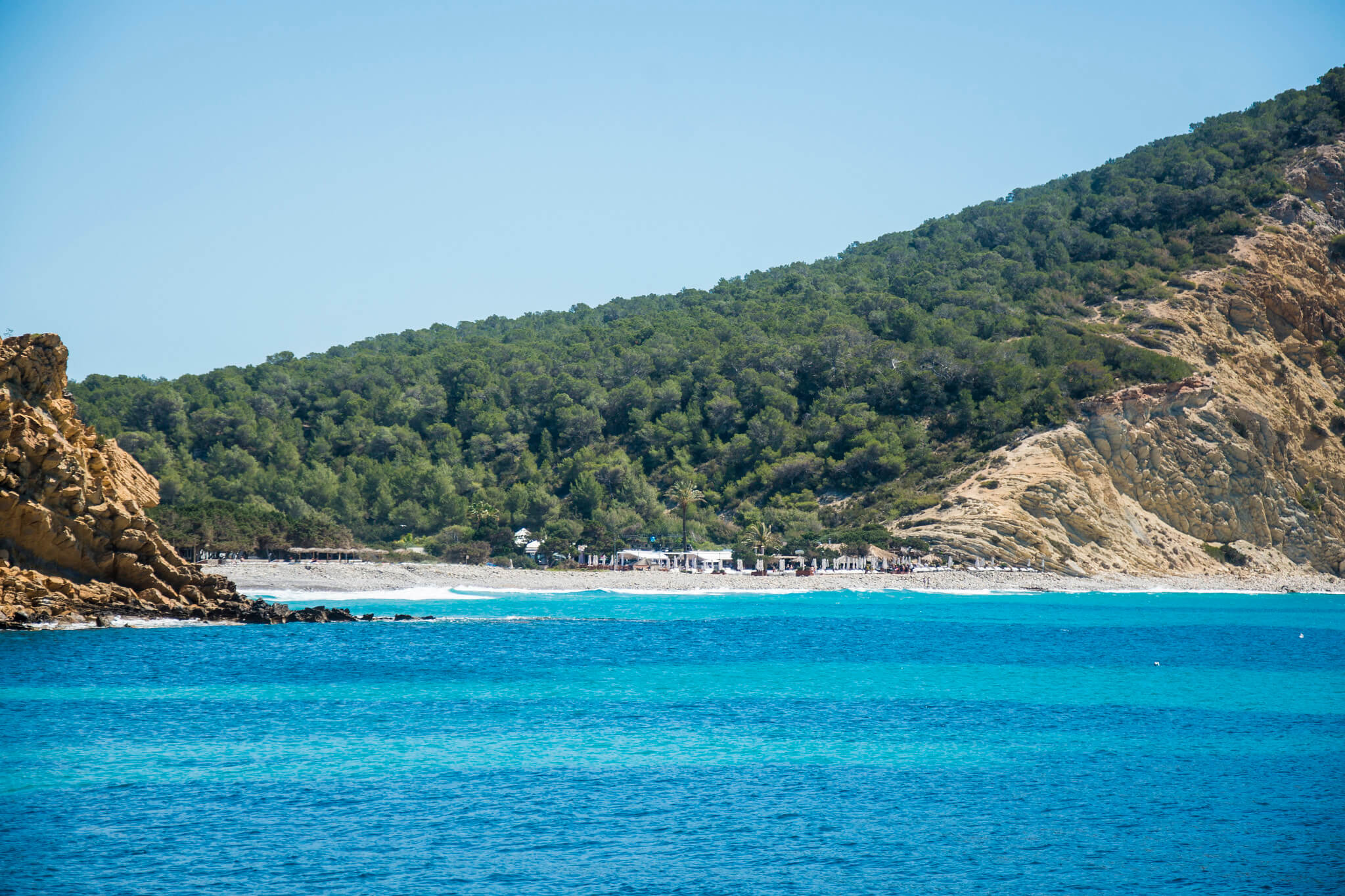 https://www.white-ibiza.com/wp-content/uploads/2020/03/ibiza-beaches-cala-jondal-01.jpg