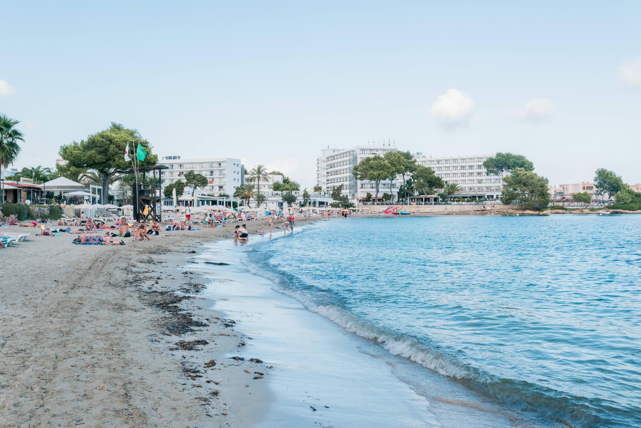 https://www.white-ibiza.com/wp-content/uploads/2020/03/ibiza-beaches-cala-llonga-04.jpg