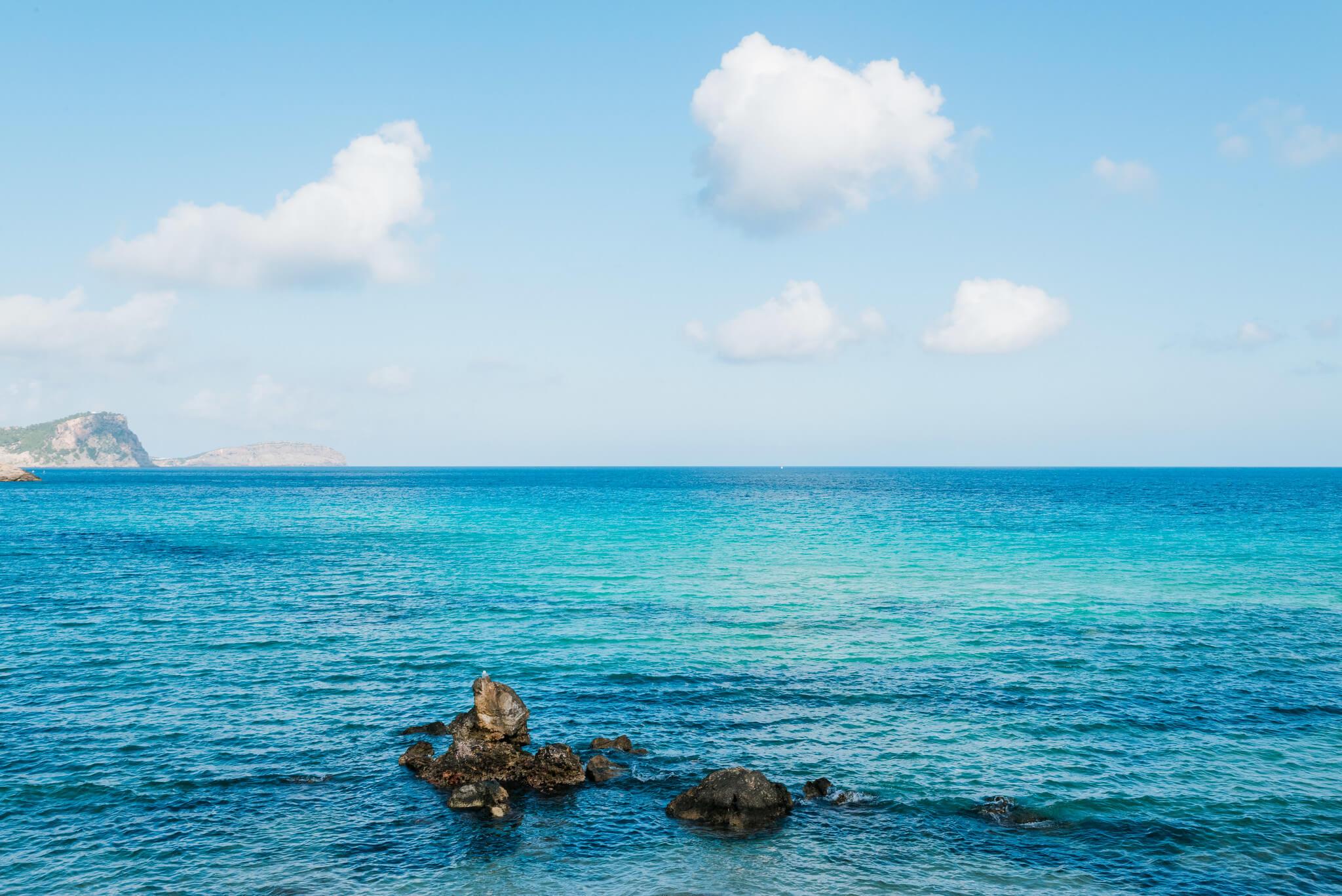 https://www.white-ibiza.com/wp-content/uploads/2020/03/ibiza-beaches-cala-nova-02.jpg
